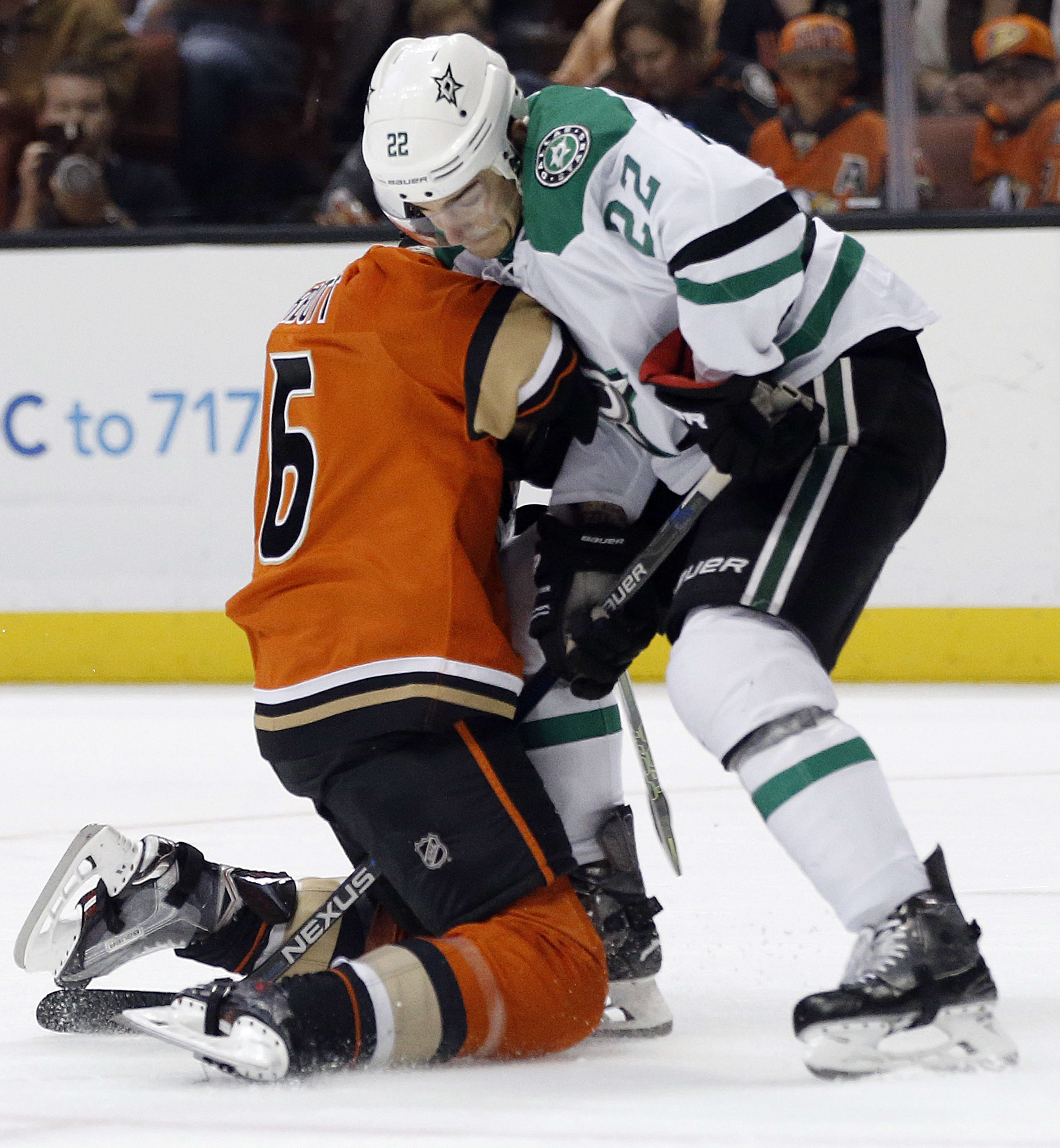 Dallas Stars center Colton Sceviour, right, collides into Anaheim Ducks left wing Ryan Garbutt, left, going for the puck during the second period of an NHL hockey game in Anaheim, Calif., Sunday, April 3, 2016. (AP Photo/Alex Gallardo)