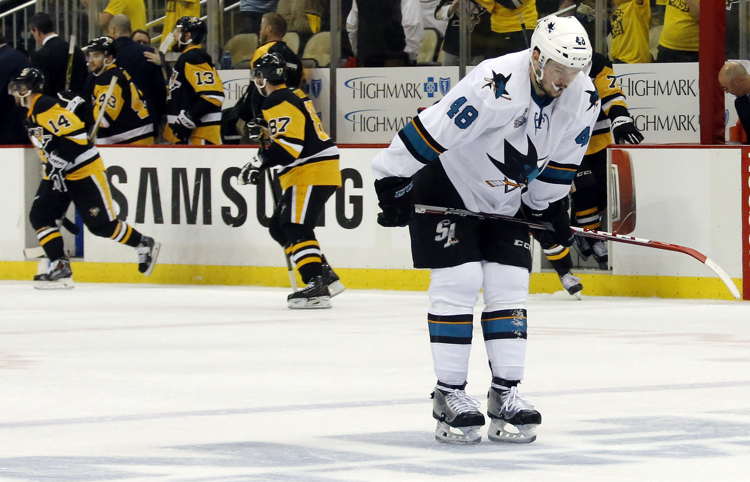 San Jose Sharks' Tomas Hertl, right, skates off the ice after the Pittsburgh Penguins defeated the Sharks 3-2 in Game 1 of the Stanley Cup final series Monday, May 30, 2016, in Pittsburgh. (AP Photo/Keith Srakocic)