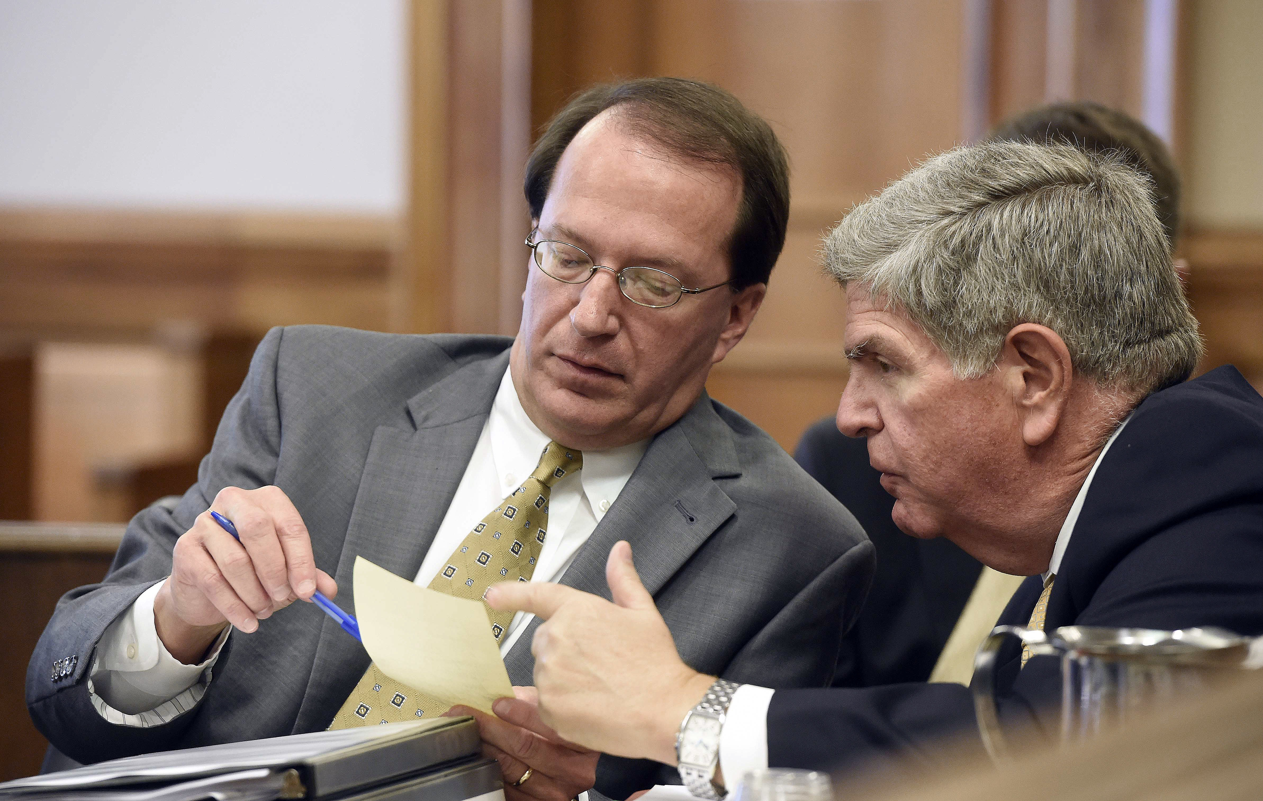 NHL hockey attorneys George Cate, left, and Shepard Goldfein, right, talk in the courtroom for a hearing Wednesday, July 20, 2016, in Nashville, Tenn. David Freeman, an investor in the Nashville Predators' NHL hockey ownership group, is trying to continue