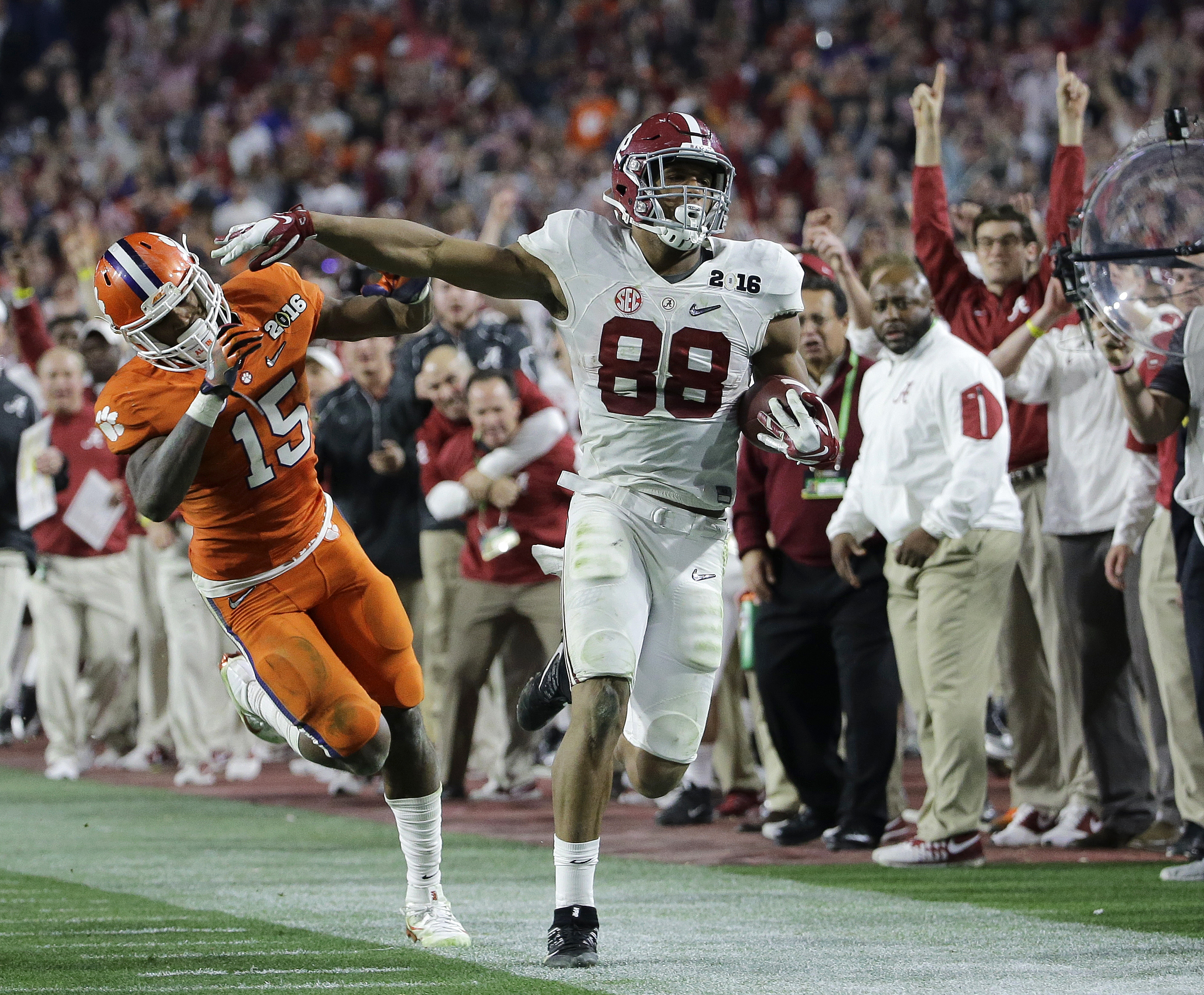 Clemson's T.J. Green (15) knocks Alabama's O.J. Howard out of bounds after a catch during the second half of the NCAA college football playoff championship game Monday, Jan. 11, 2016, in Glendale, Ariz. (AP Photo/David J. Phillip)