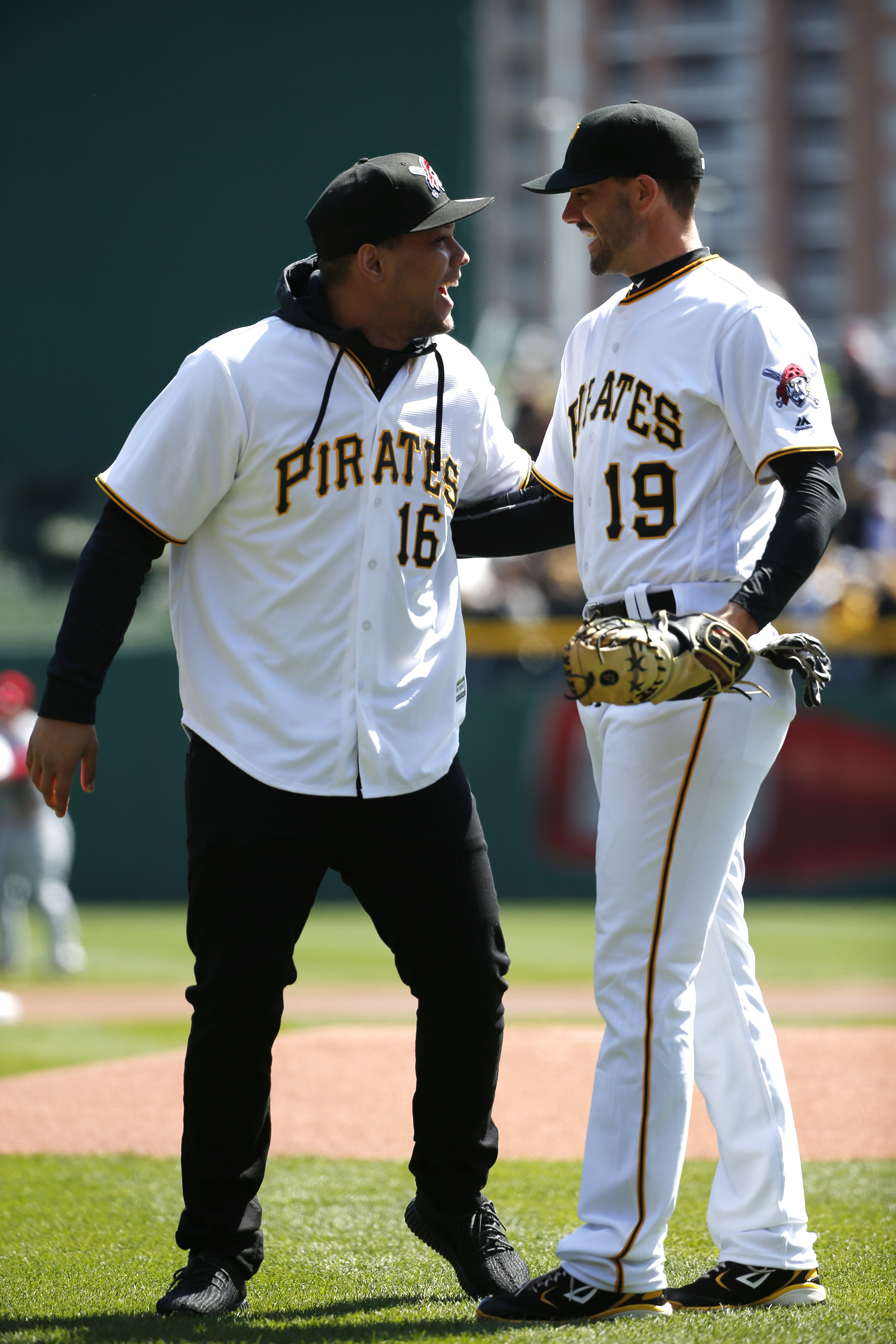 University of Pittsburgh running back James Connor, left, is greeted by Pittsburgh Pirates' Chris Stewart (19) after throwing out the ceremonial first pitch before the first Major League Baseball game of the season between the Pirates and the St. Louis Ca