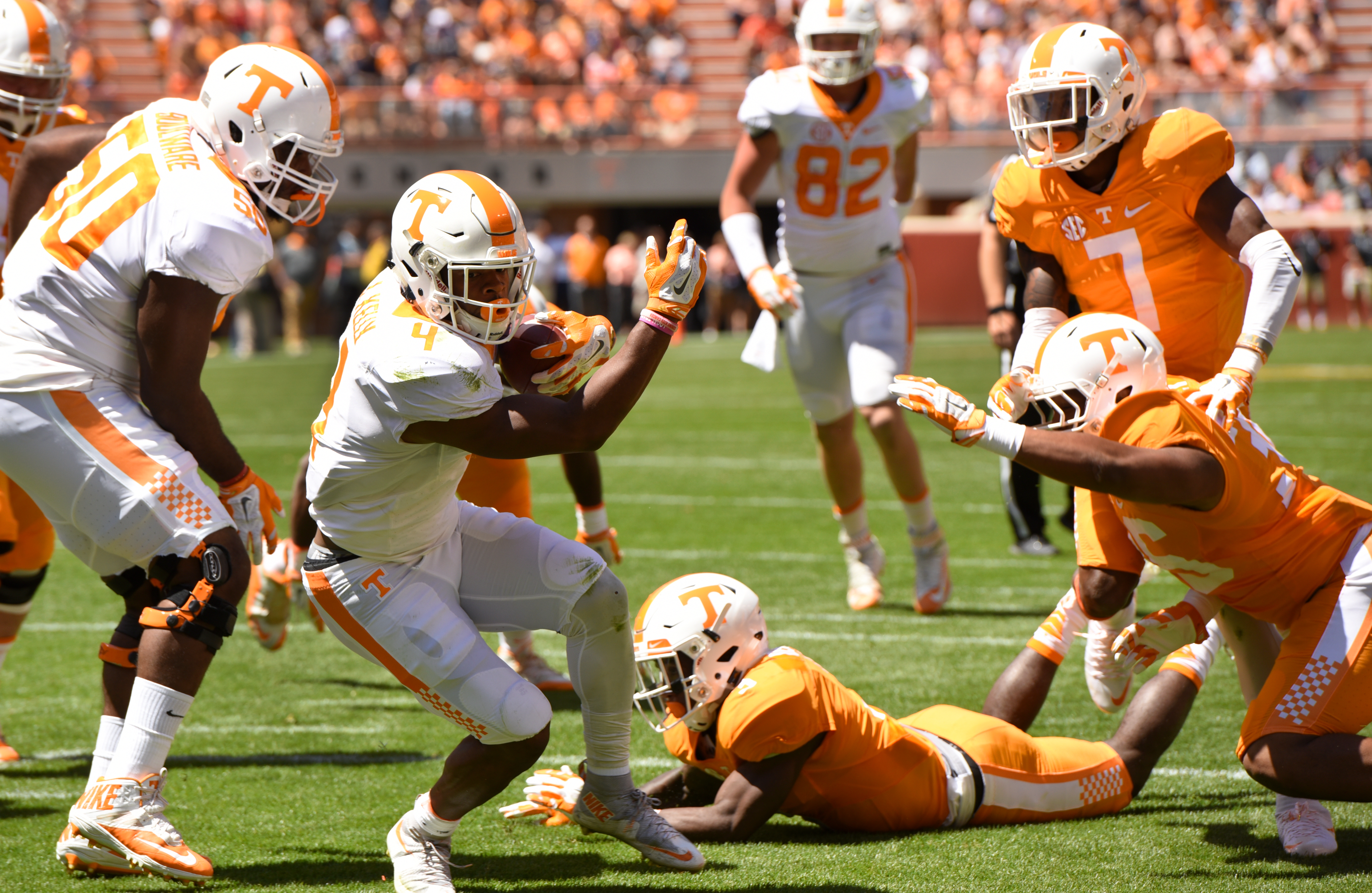 Tennessee's John Kelly scores a touchdown during an NCAA college football spring game in Knoxville, Tenn., Saturday, April 16, 2016. (Michael Patrick/Knoxville News Sentinel via AP) MANDATORY CREDIT