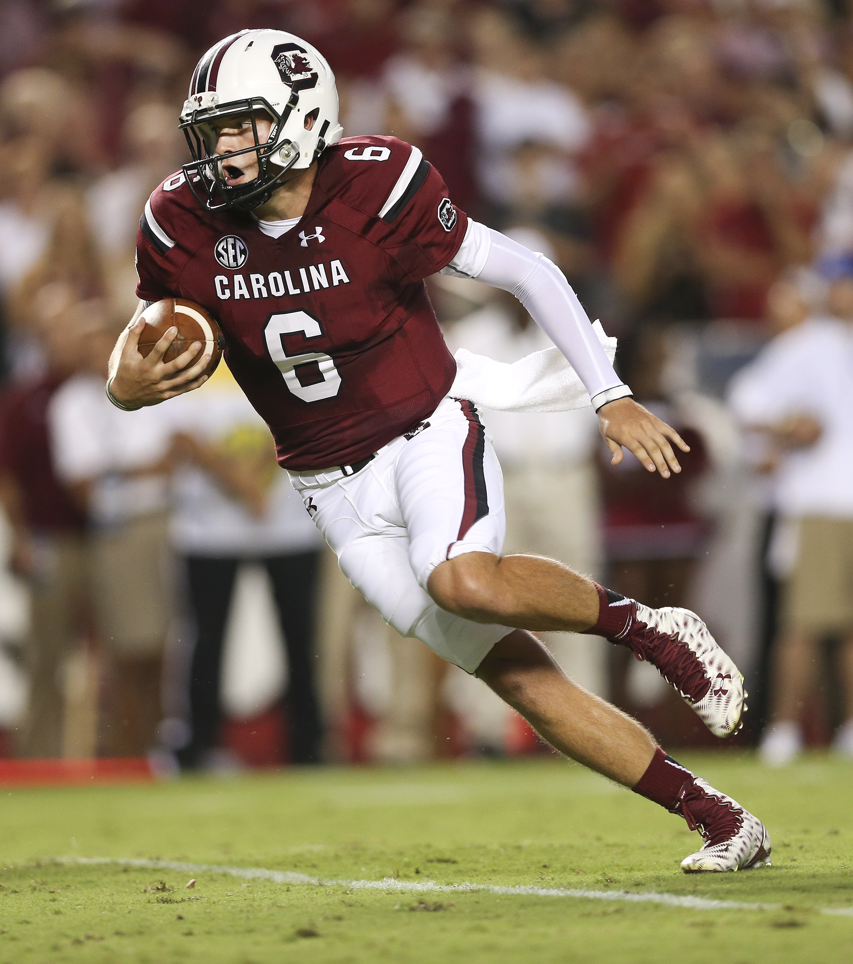 South Carolina quarterback Connor Mitch (6)  runs for a touchdown in the first half of an NCAA college football game against Kentucky, Saturday, Sept. 12, 2015, in Columbia, S.C. (AP Photo/John Bazemore)