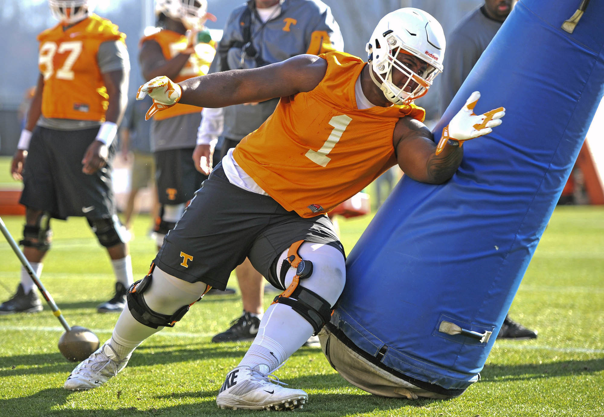 Tennessee defensive tackle Kahlil McKenzie participates in a drill during spring practice Tuesday, March 8, 2016, in Knoxville, Tenn. (Adam Lau/Knoxville News Sentinel via AP)