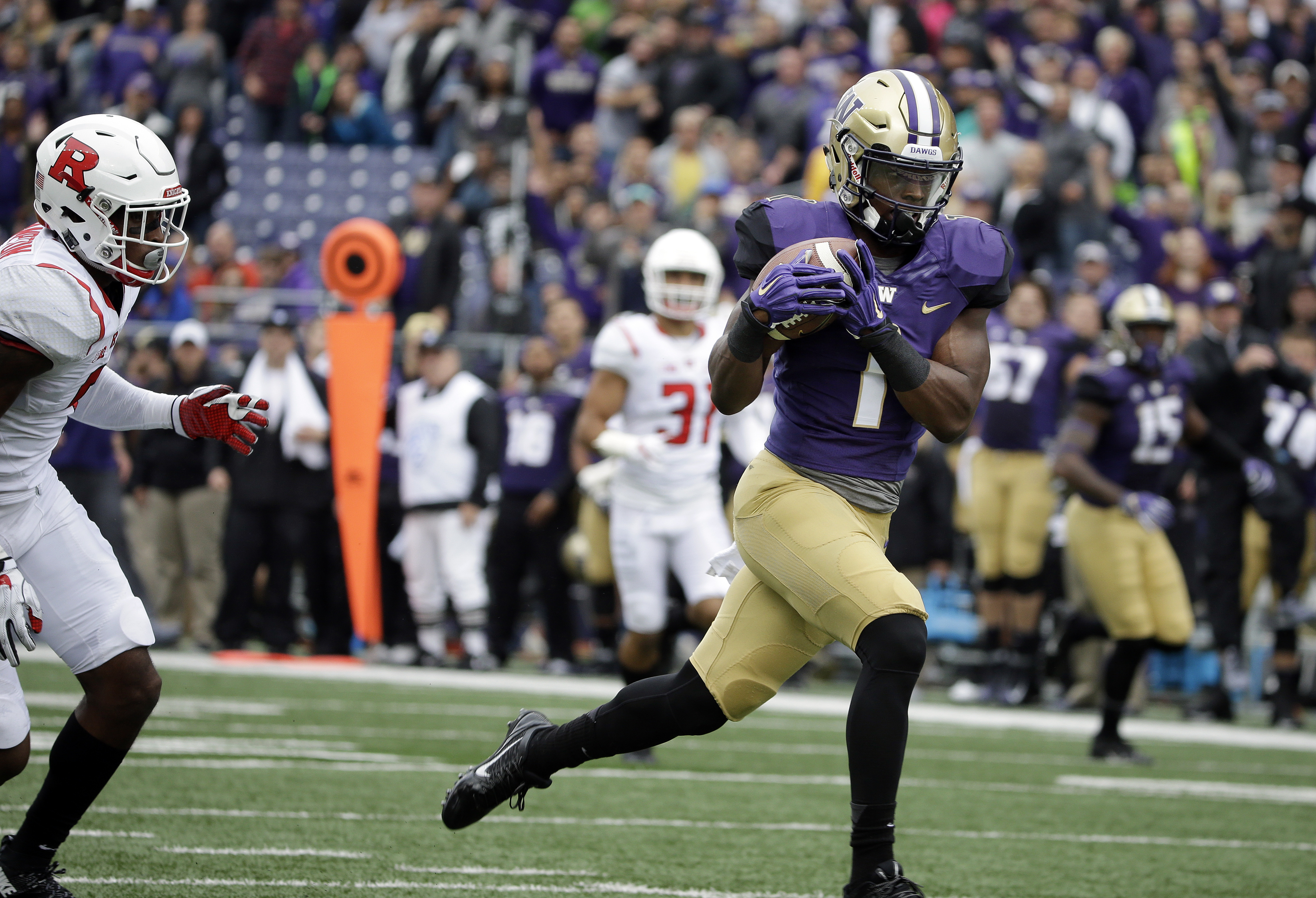 Washington's John Ross scores on a 50-yard pass against Rutgers in the first half of an NCAA college football game, Saturday, Sept. 3, 2016, in Seattle. (AP Photo/Elaine Thompson)