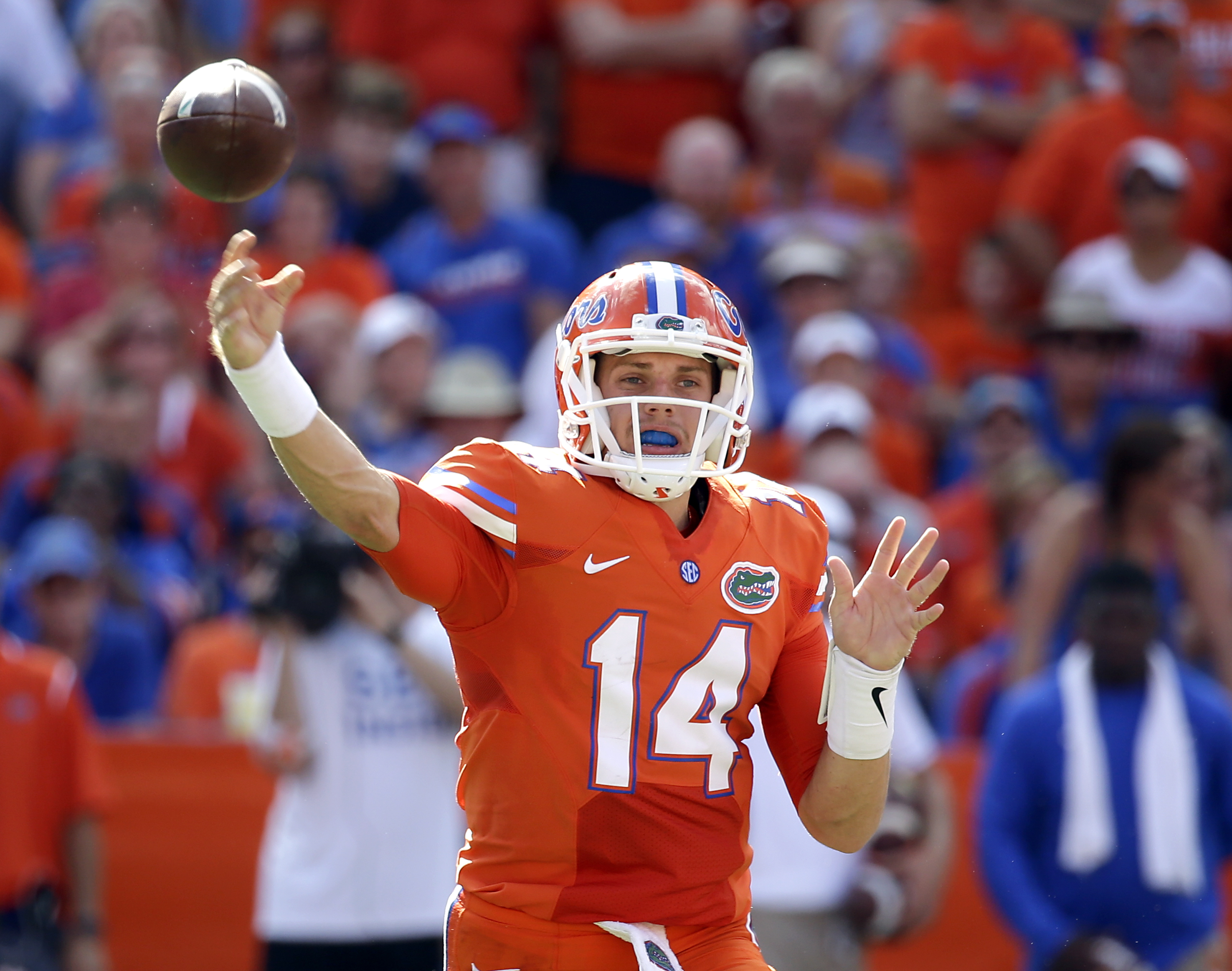 Florida quarterback Luke Del Rio throws a pass against Kentucky during the first half of an NCAA college football game, Saturday, Sept. 10, 2016, in Gainesville, Fla. (AP Photo/John Raoux)