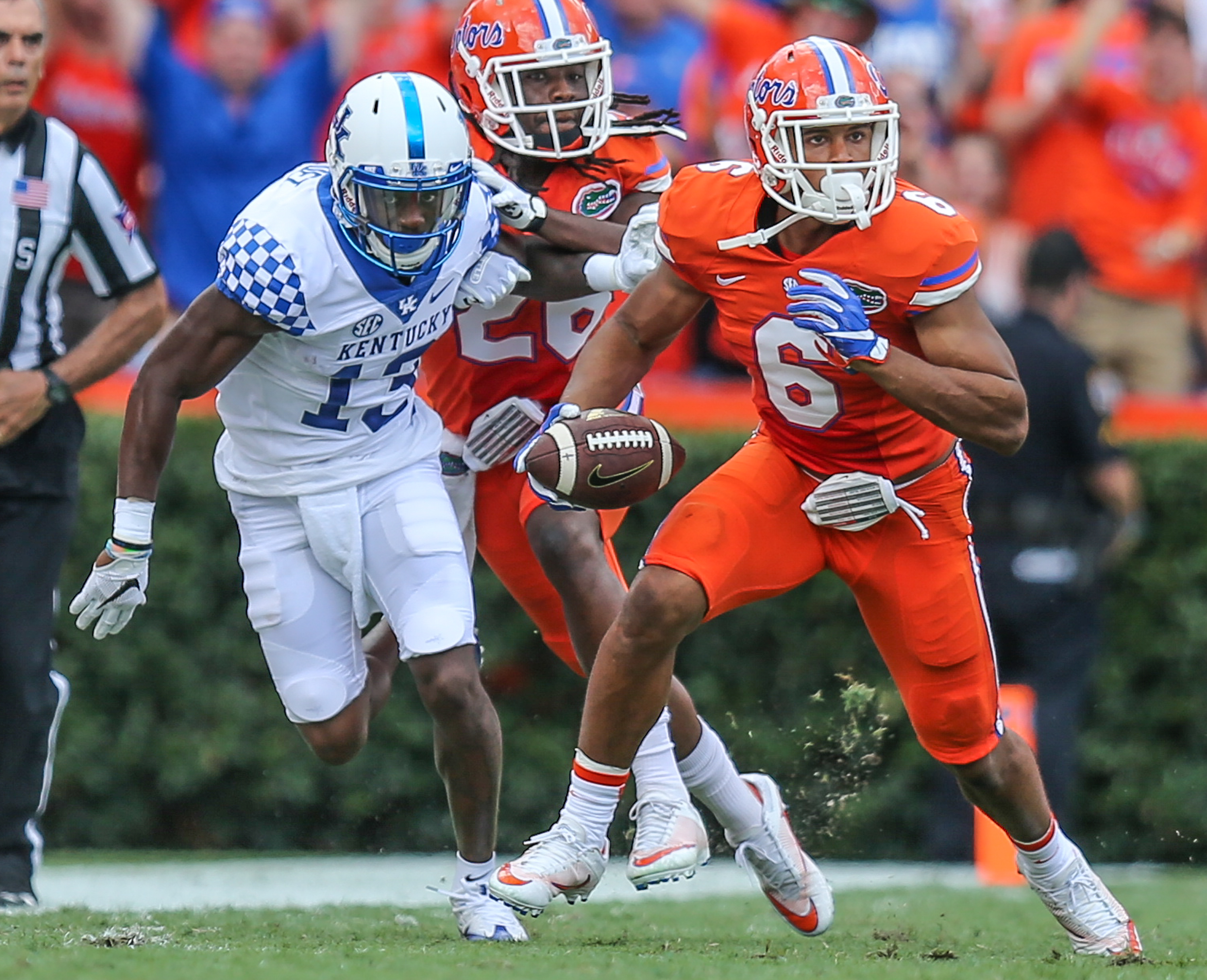 Florida defensive back Quincy Wilson (6) runs the ball after intercepting a pass to Kentucky wide receiver Jeff Badet (13), left, during first half NCAA college football action in Gainesville, Fla., Saturday, Sept. 10, 2016. (Gary McCullough/The Florida T
