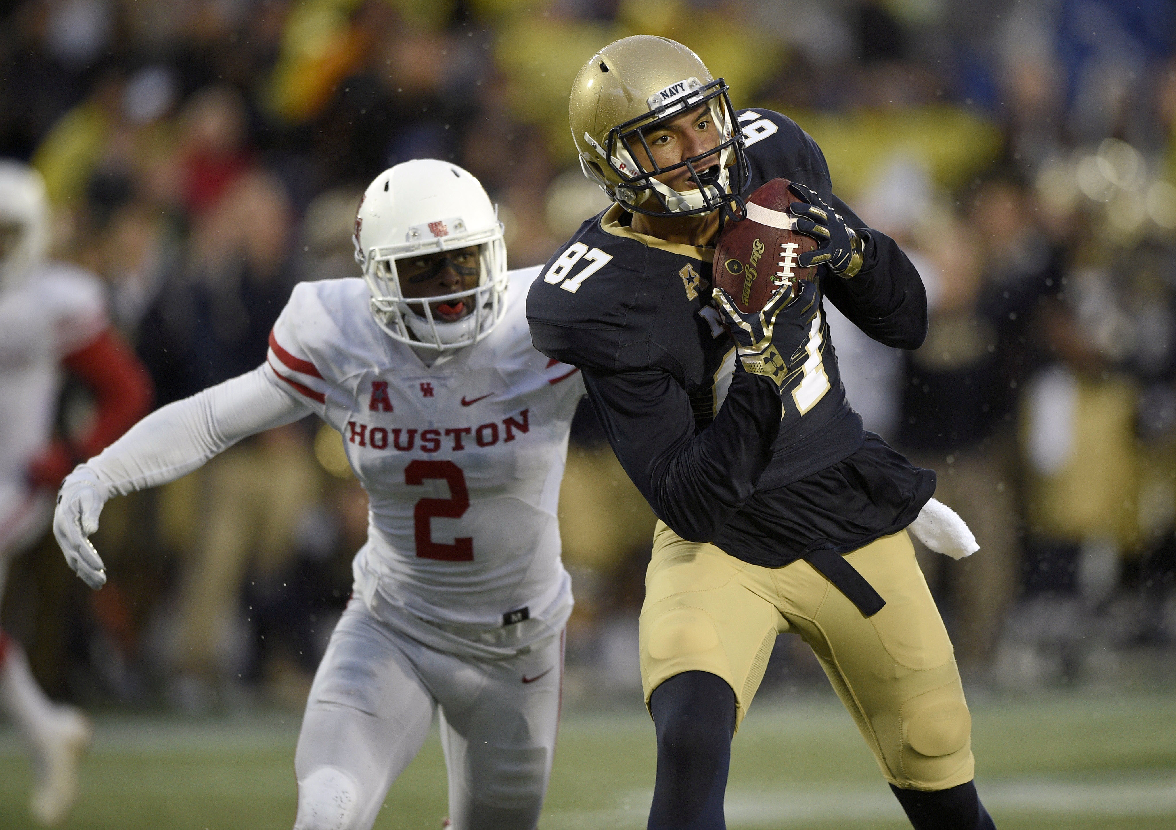 Navy wide receiver Brandon Colon (87) makes a catch as he runs for a touchdown against Houston safety Khalil Williams (2) during the second half of an NCAA football game, Saturday, Oct. 8, 2016, in Annapolis, Md. Navy won 46-40. (AP Photo/Nick Wass)