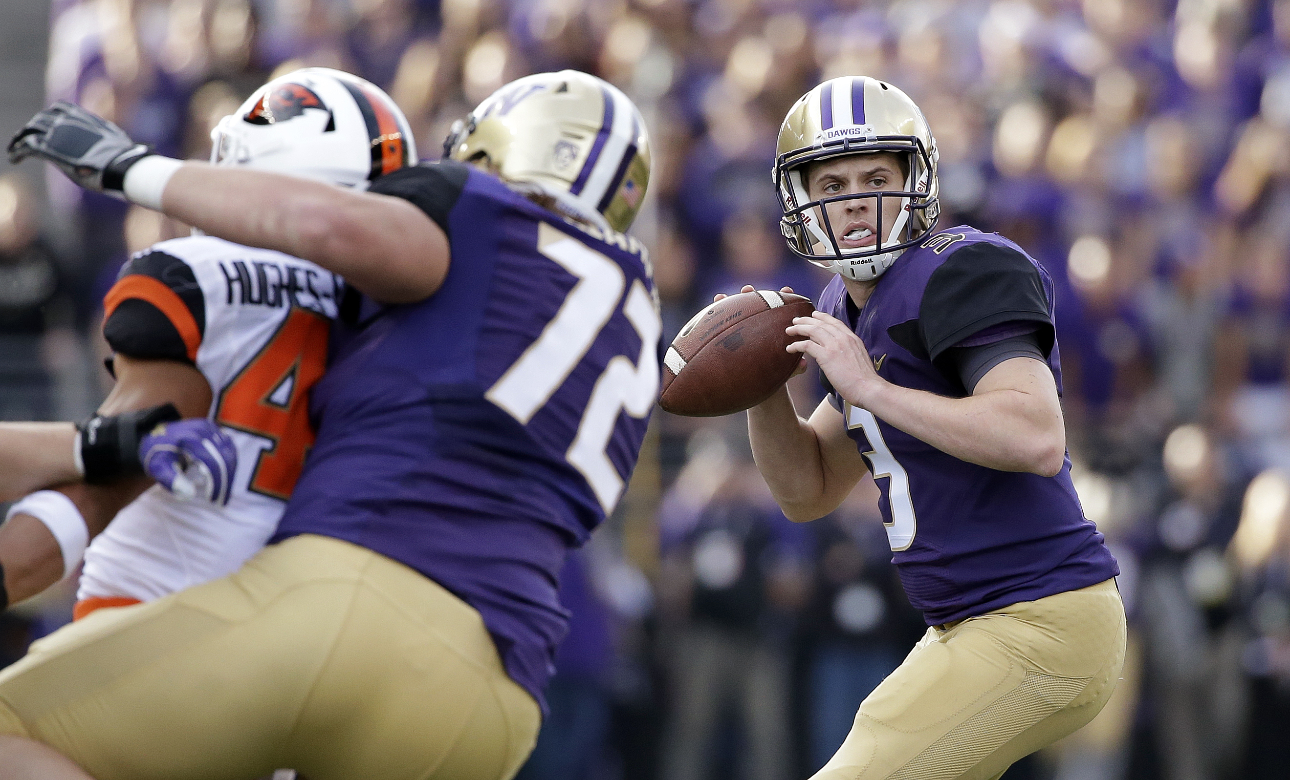 Washington quarterback Jake Browning drops back to throw a pass that led to a touchdown against Oregon State in the minutes of an NCAA college football game Saturday, Oct. 22, 2016, in Seattle. (AP Photo/Elaine Thompson)