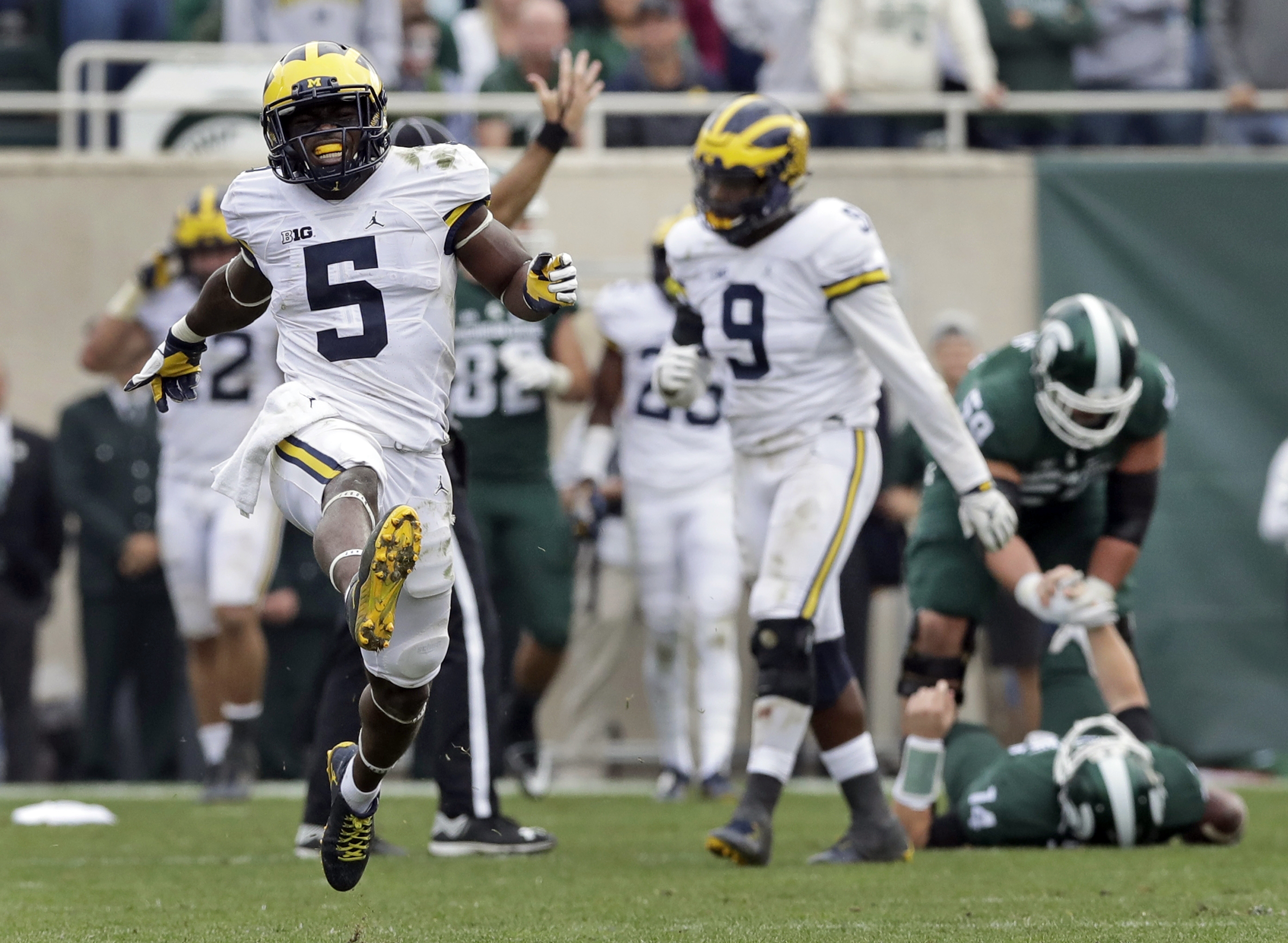 Michigan linebacker Jabrill Peppers (5) celebrates after sacking Michigan State quarterback Brian Lewerke (14) during the second half of a college football game, Saturday, Oct. 29, 2016, in East Lansing, Mich. Michigan defeated Michigan State 32-23. (AP P
