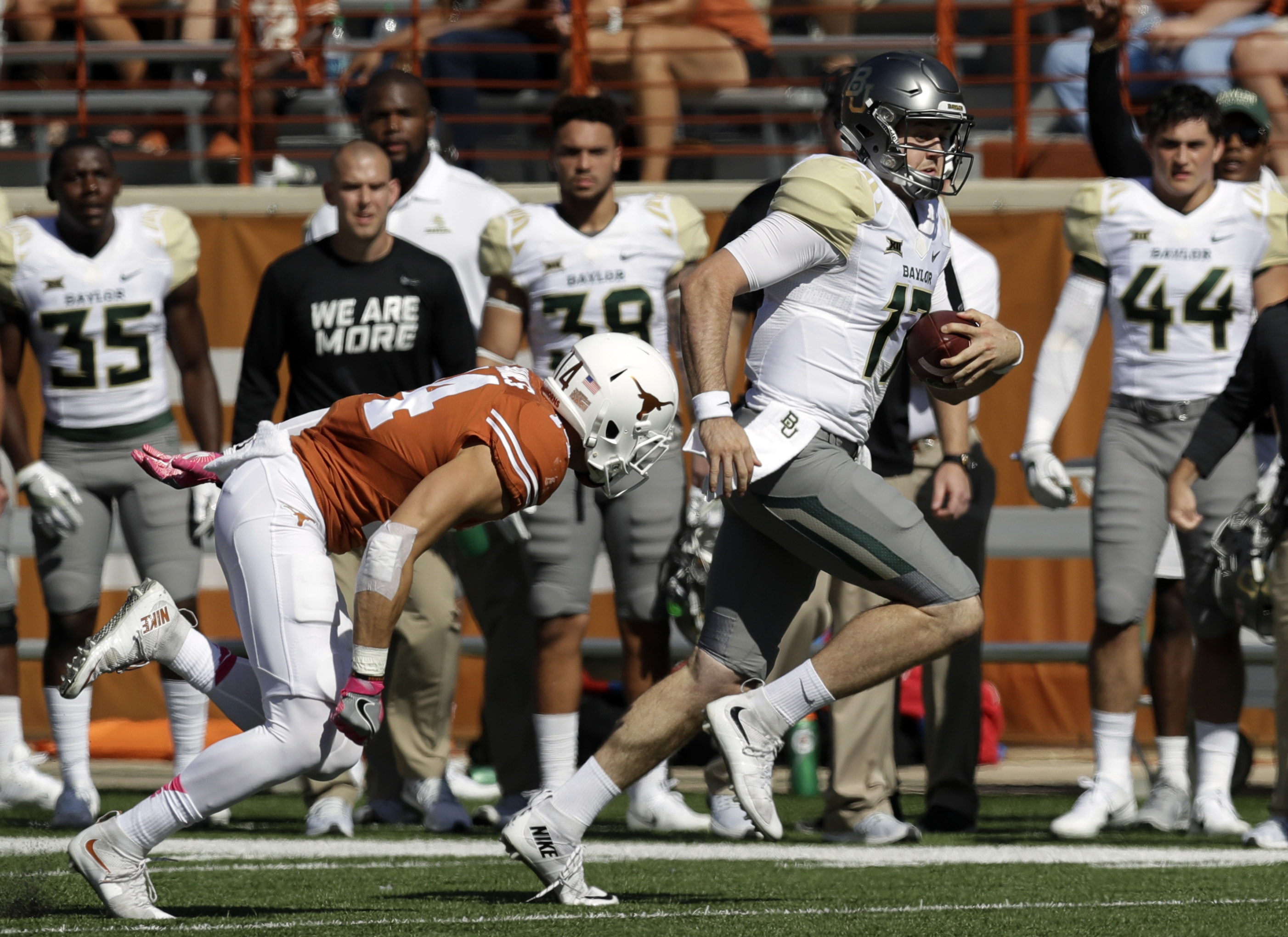 Baylor quarterback Seth Russell (17) scores against Texas on a 50-yard run during the first half on a NCAA college football game, Saturday, Oct. 29, 2016, in Austin, Texas. (AP Photo/Eric Gay)