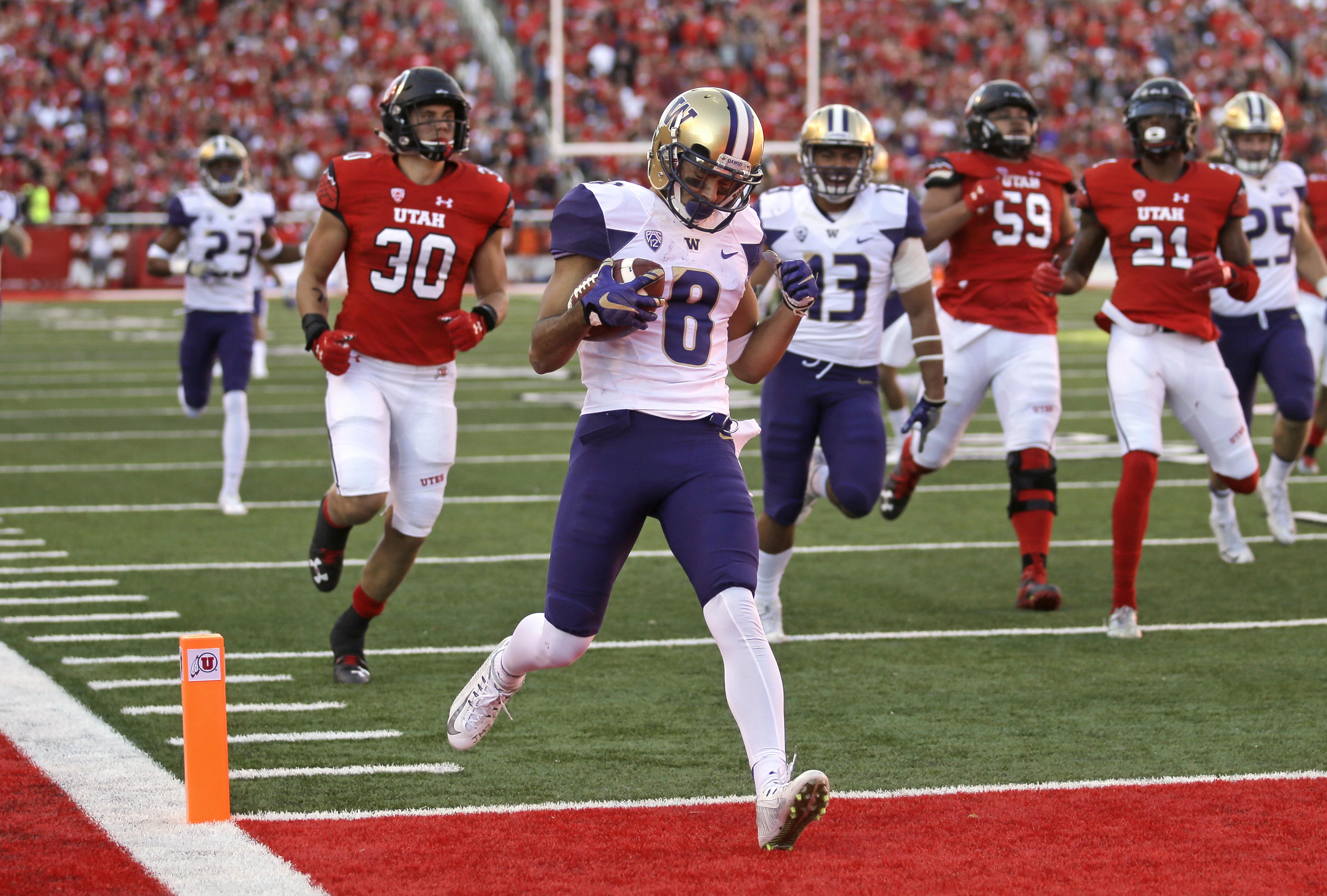 Washington punt returner Dante Pettis (8) scores a touchdown against Utah in the second half of an NCAA college football game, Saturday, Oct. 29, 2016, in Salt Lake City. Washington won 31-24. (AP Photo/Rick Bowmer)