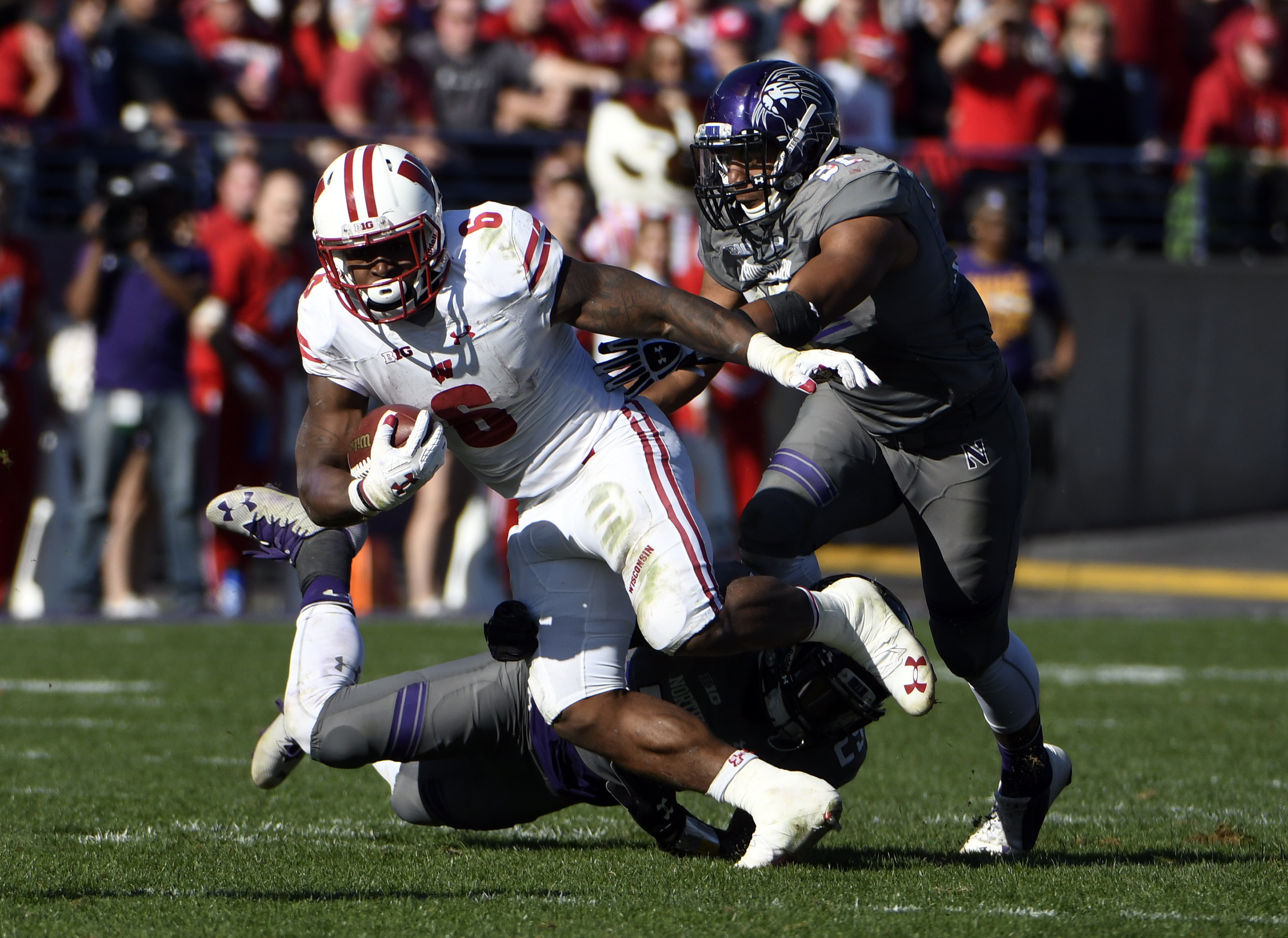 Wisconsin running back Corey Clement (6) runs against Northwestern during the second half of an NCAA college football game in Evanston, Ill., Saturday, Nov. 5, 2016. Wisconsin won 21-7. (AP Photo/David Banks)