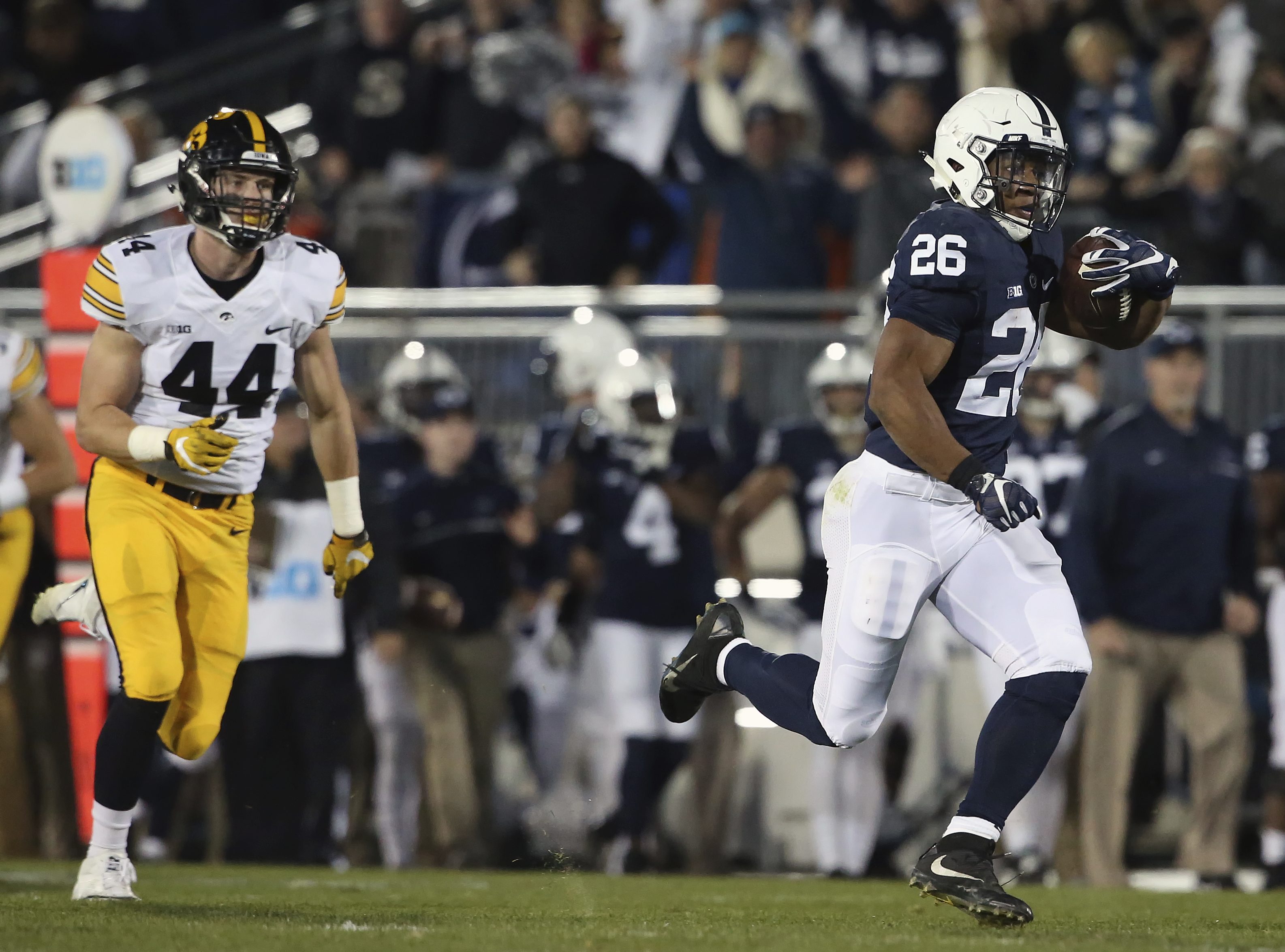 Penn State's Saquon Barkley (26) races to the end zone for a touchdown against Iowa during the first half of an NCAA college football game in State College, Pa., Saturday, Nov. 5, 2016. (AP Photo/Chris Knight)