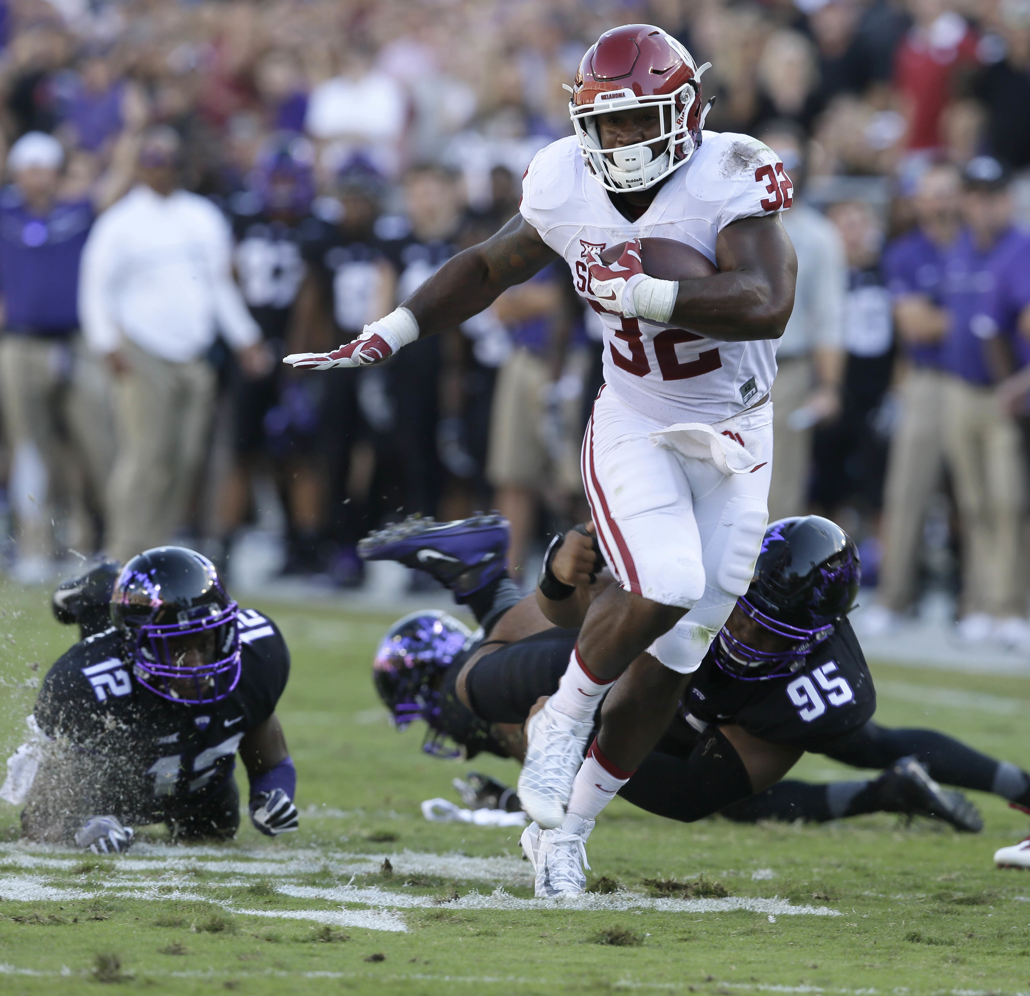 FILE - In this Oct. 1, 2016, file photo, Oklahoma running back Samaje Perine (32) runs with the ball during the first half of an NCAA college football game against TCU, in Fort Worth, Texas. Oklahoma running back Samaje Perine is expected to play Saturday