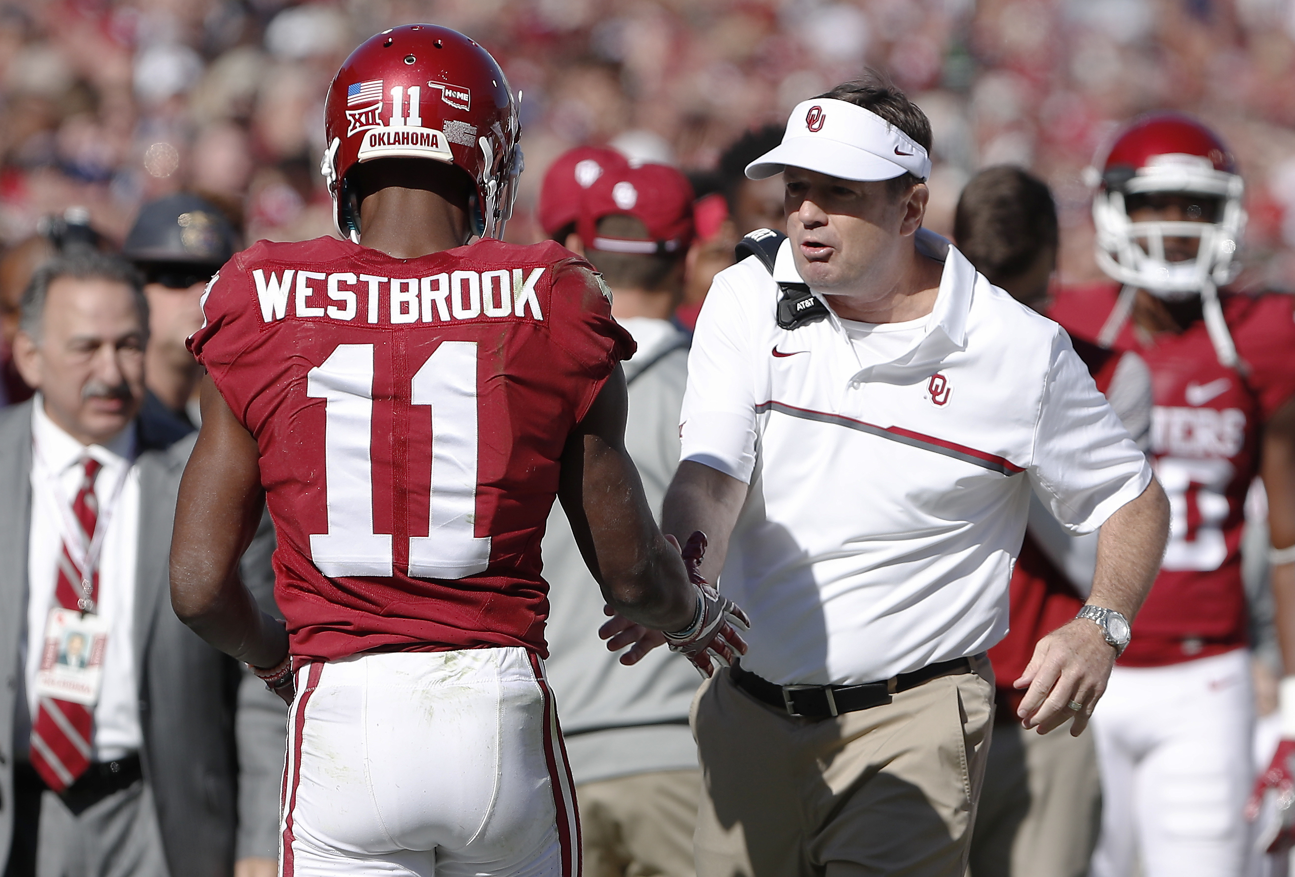 Oklahoma wide receiver Dede Westbrook (11) and head coach Bob Stoops react after Westbrook's touchdown against Baylor during the second half of a NCAA college football game in Norman, Okla. on Saturday, Nov. 12, 2016. Oklahoma won 45-24. (AP Photo/Alonzo