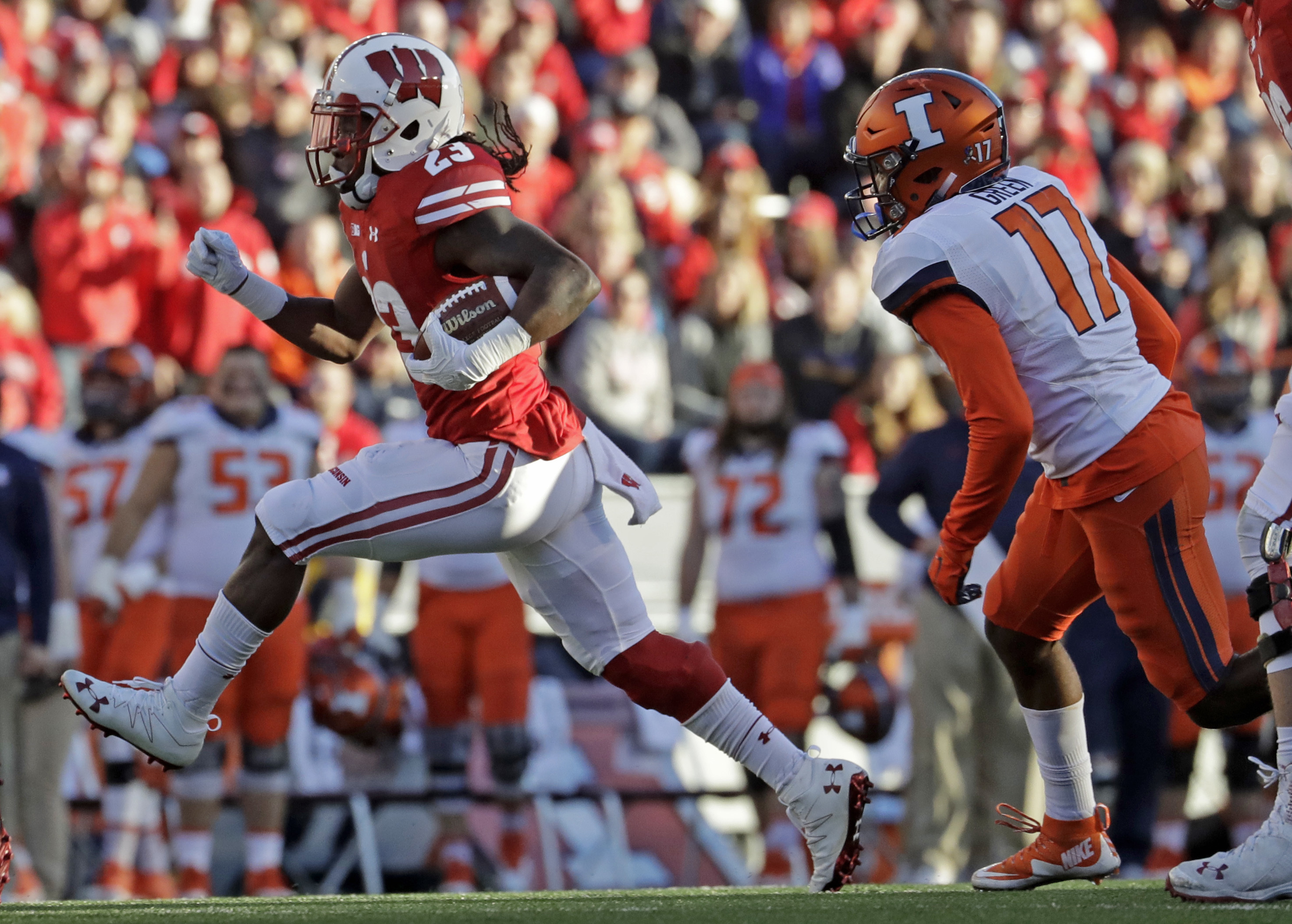 Wisconsin's Dare Ogunbowale runs during the first half of an NCAA college football game against Illinois Saturday, Nov. 12, 2016, in Madison, Wis. (AP Photo/Morry Gash)