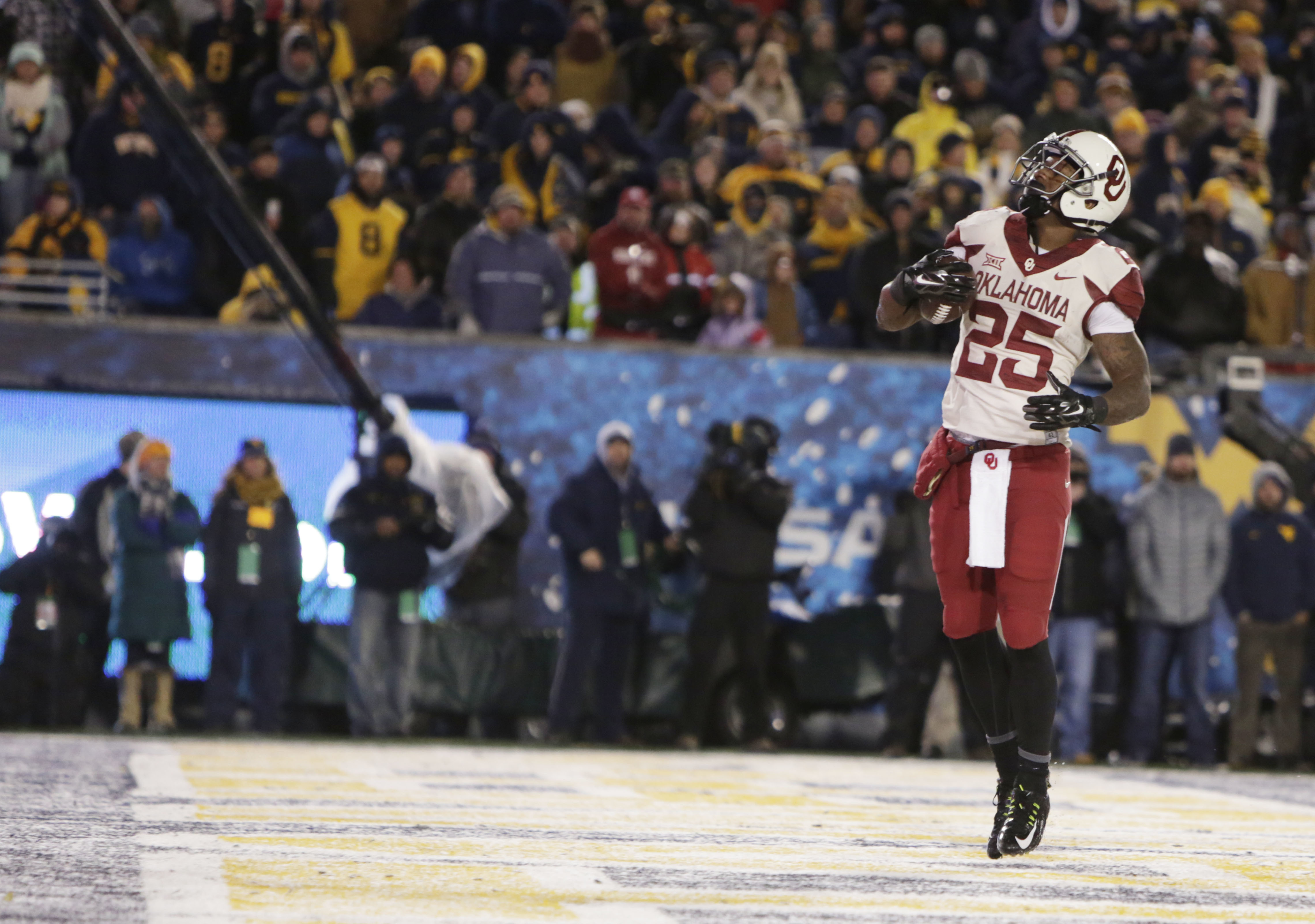Oklahoma running back Joe Mixon looks up after his touchdown during the first half of an NCAA college football game against West Virginia, Saturday, Nov. 19, 2016, in Morgantown, W.Va. Oklahoma won 56-28, (AP Photo/Raymond Thompson)