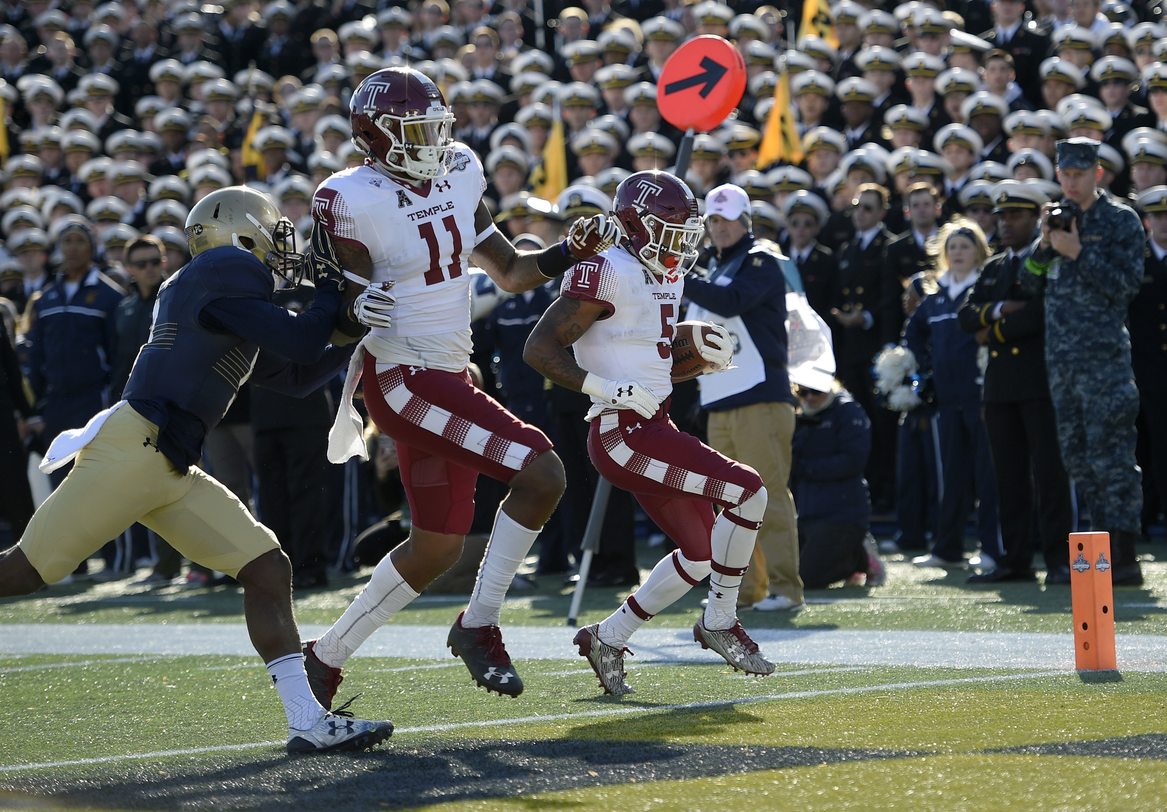 Temple running back Jahad Thomas (5) scores a touchdown against Navy cornerback Jarid Ryan, left, during the first half of the American Athletic Conference championship NCAA college football game, Saturday, Dec. 3, 2016, in Annapolis, Md. Temple tight end