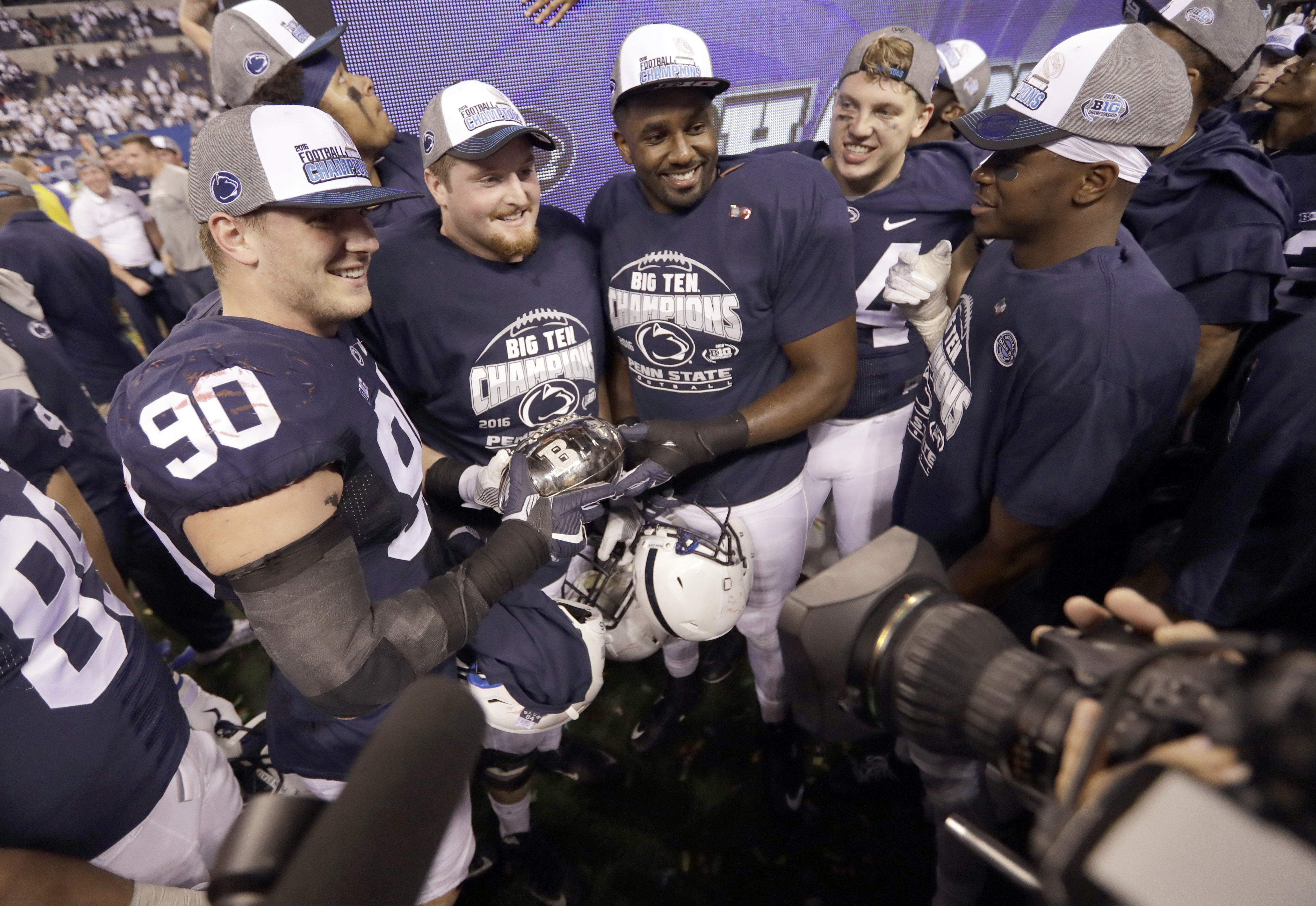 Penn State celebrates after defeating Wisconsin in the Big Ten championship NCAA college football game Sunday, Dec. 4, 2016, in Indianapolis. Penn State won 38-31. (AP Photo/Michael Conroy)