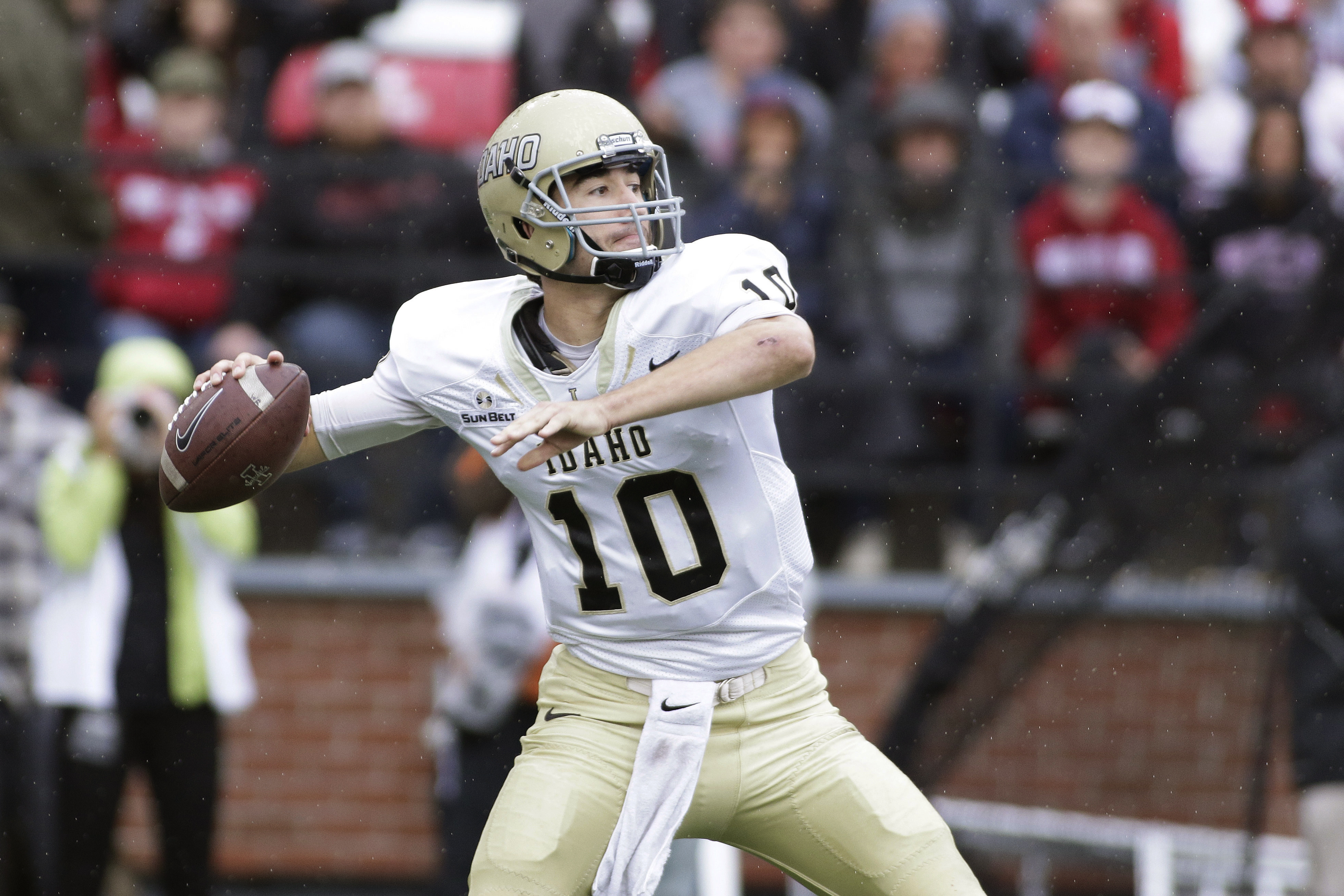 FILE - In this Sept. 17, 2016, file photo, Idaho quarterback Matt Linehan (10) passes the ball during the first half of an NCAA college football game against Washington State, in Pullman, Wash. It's been a rough year for the Idaho football program, but th