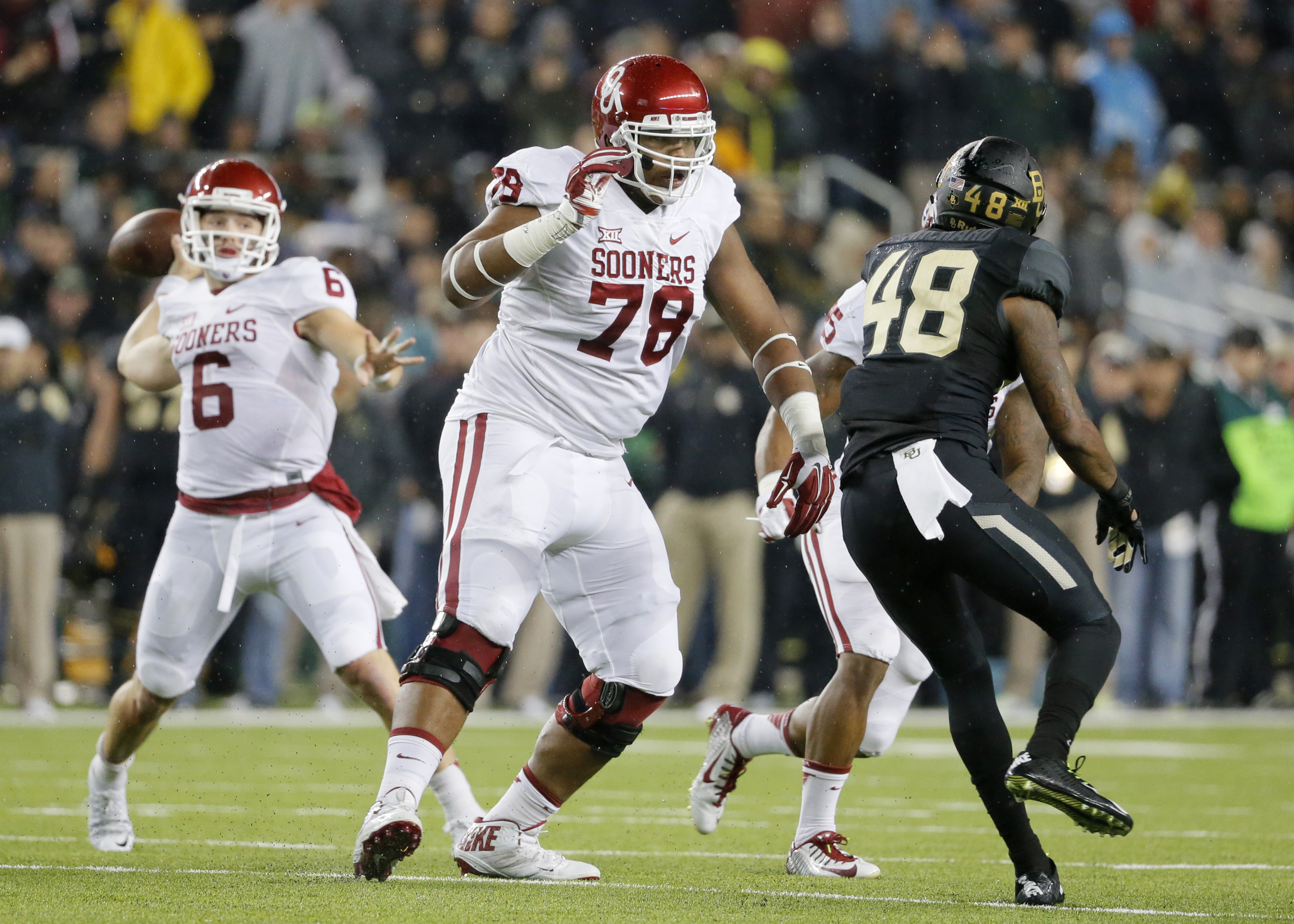 """FILE - In this Nov. 14, 2015, file photo, Oklahoma offensive tackle Orlando Brown (78) keeps Baylor's Travon Blanchard (48) away from quarterback Baker Mayfield during an NCAA college football game in Waco, Texas. Orlando """"Zeus"""" Brown Jr. is a second team"""