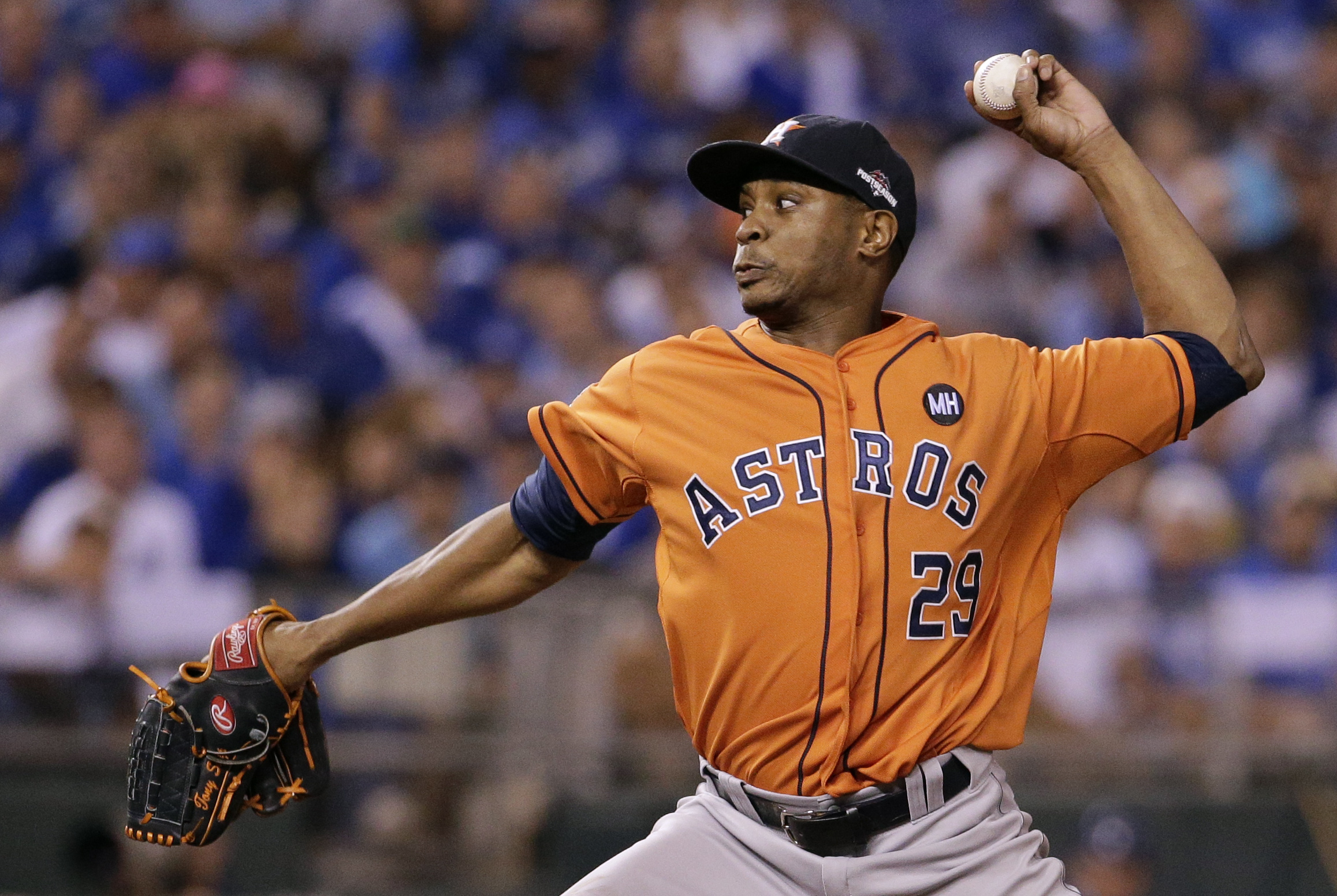 Houston Astros relief pitcher Tony Sipp throws during the seventh inning in Game 1 of baseball's American League Division Series against the Kansas City Royals, Thursday, Oct. 8, 2015, in Kansas City, Mo. (AP Photo/Charlie Riedel)