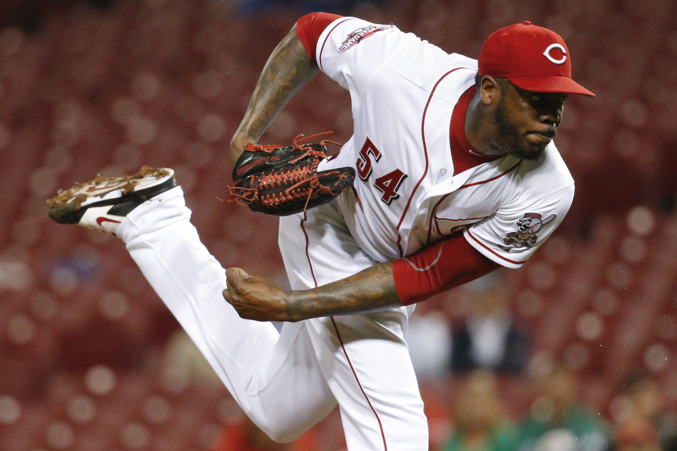 Cincinnati Reds relief pitcher Aroldis Chapman throws in the ninth inning of a baseball game against the Chicago Cubs, Wednesday, Sept. 30, 2015, in Cincinnati. The Cubs won 4-1. (AP Photo/John Minchillo)