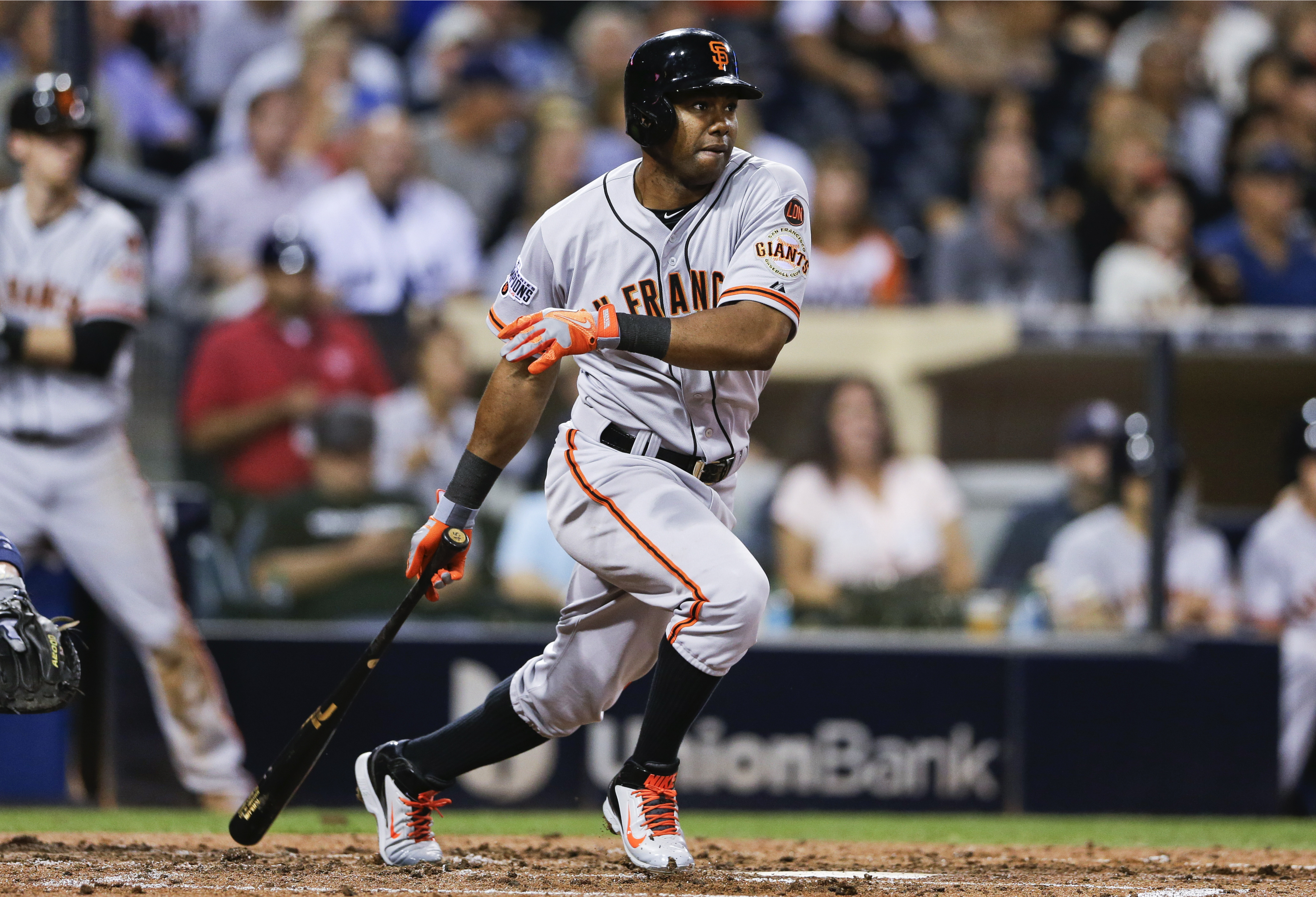 FILE - In this Sept. 24, 2015, file photo, San Francisco Giants' Alejandro De Aza watches his RBI single against the San Diego Padres during the third inning of a baseball game in San Diego. A person familiar with the negotiations says outfielder Alejandr