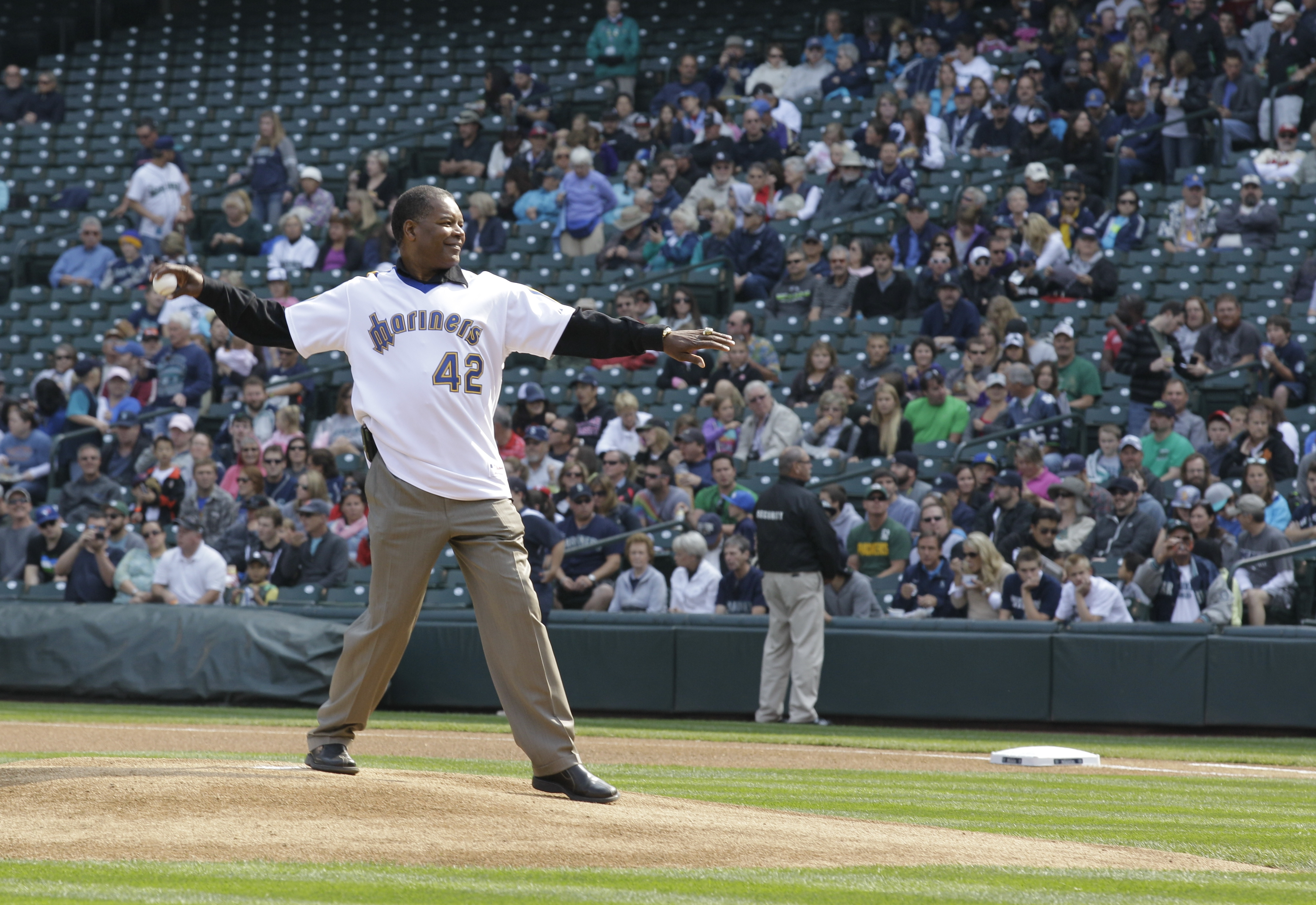 "Dave ""Hendu"" Henderson, who played for the Seattle Mariners from 1981 to 1986, throws out the first pitch of a baseball game against the Texas Rangers, Sunday, Sept. 23, 2012, in Seattle. (AP Photo/Ted S. Warren)"