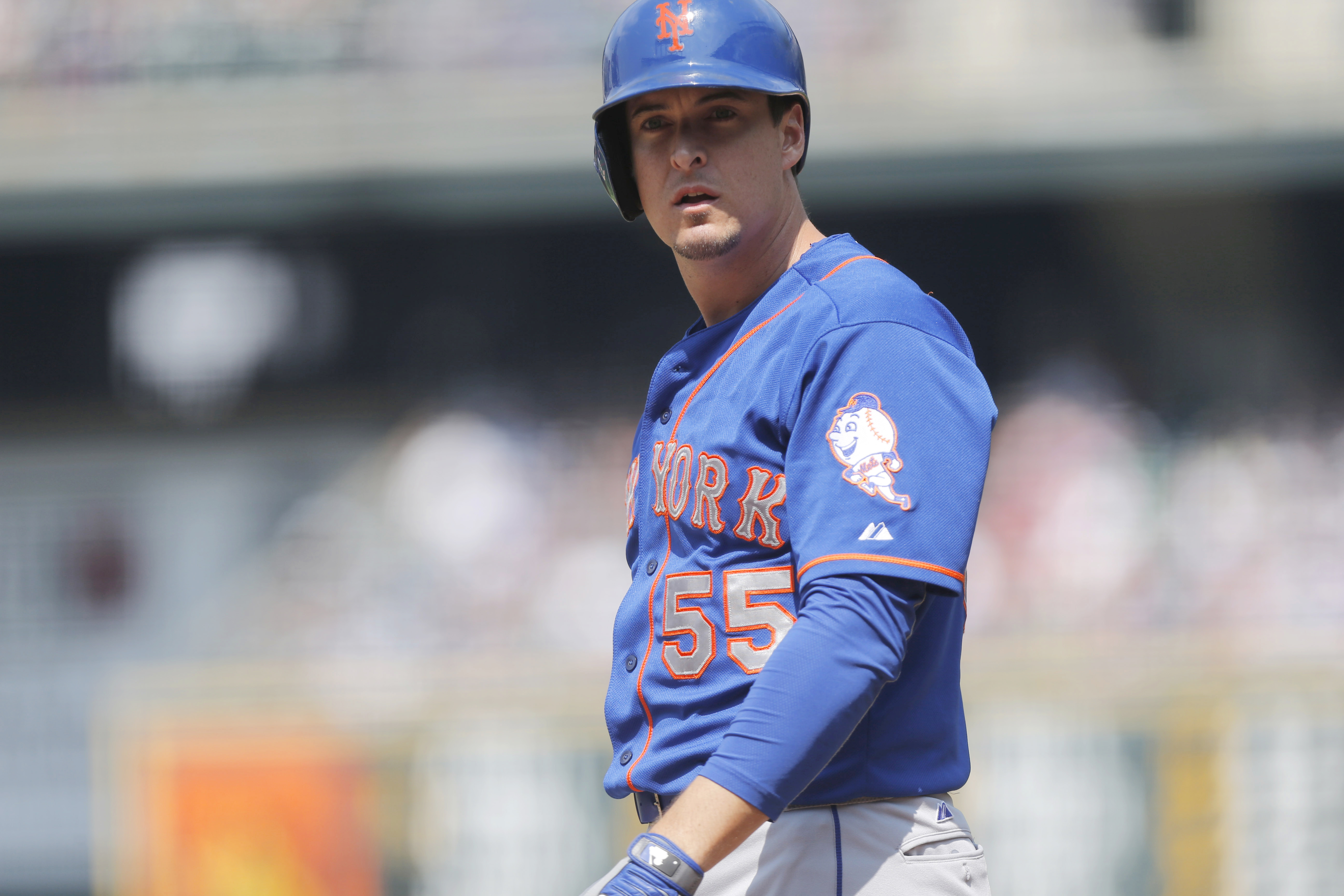 This Aug. 23, 2015 photo shows New York Mets second baseman Kelly Johnson (55) in the first inning of a baseball game in Denver. A person familiar with the negotiations says infielder Kelly Johnson and the Atlanta Braves have agreed to a $2 million, one-y