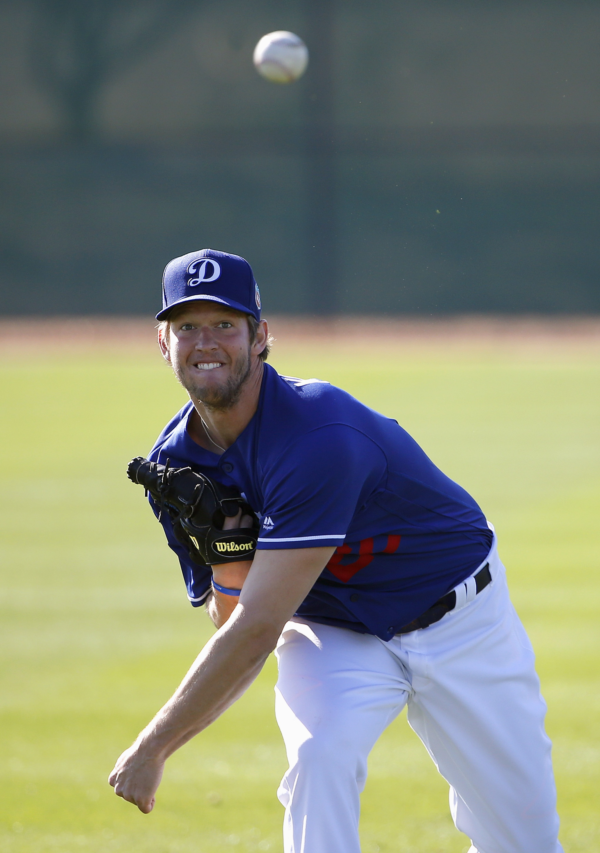 Los Angeles Dodgers' Clayton Kershaw warms up during a spring training baseball workout Monday, Feb. 22, 2016, in Glendale, Ariz. (AP Photo/Ross D. Franklin)