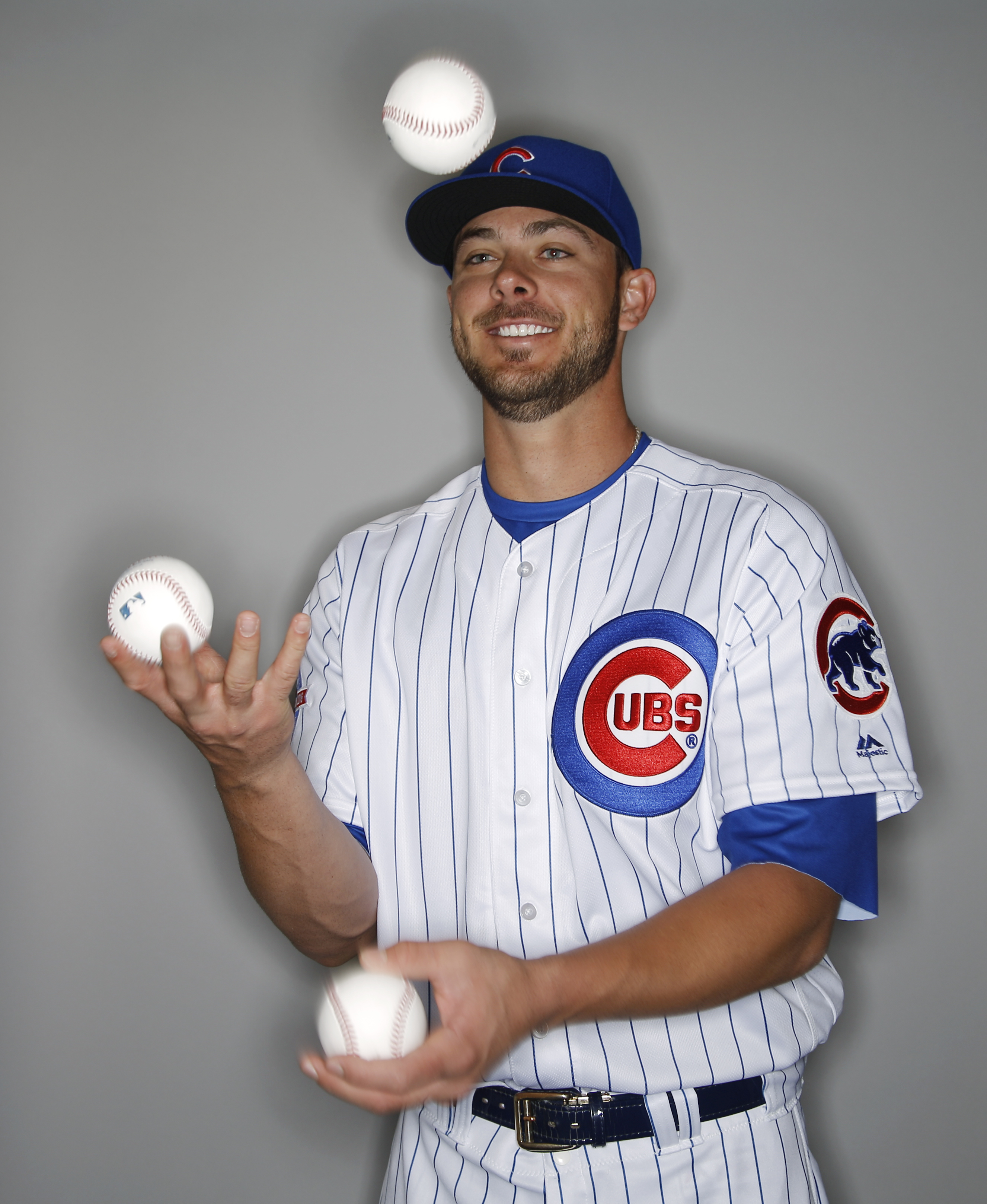 Chicago Cubs' Kris Bryant juggles some baseballs during the teams photo day Monday, Feb. 29, 2016, in Mesa, Ariz. (AP Photo/Morry Gash)