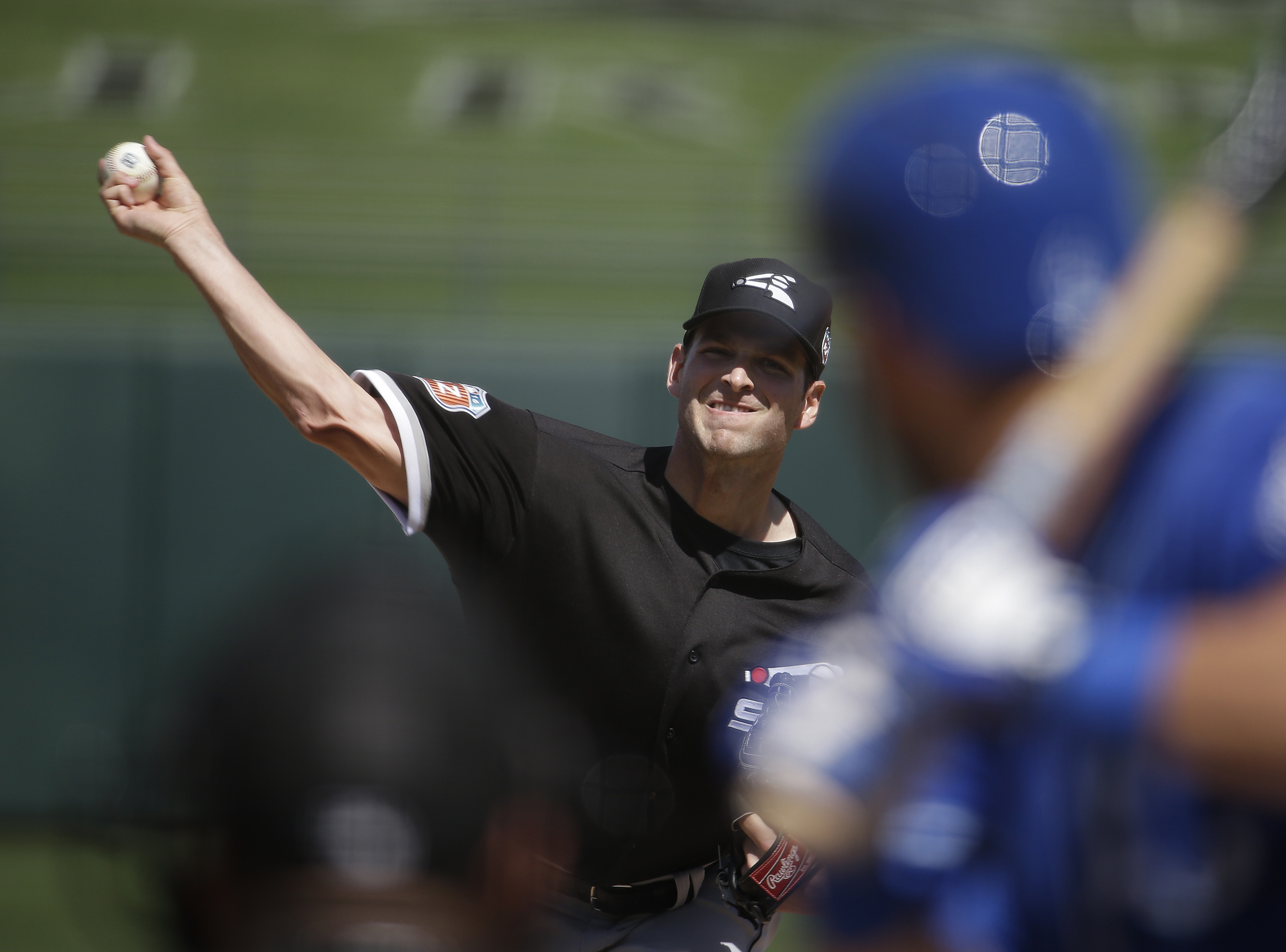 Chicago White Sox's Jacob Turner throws during the second inning of a spring training baseball game against the Kansas City Royals, Monday, March 14, 2016, in Surprise, Ariz. (AP Photo/Darron Cummings)