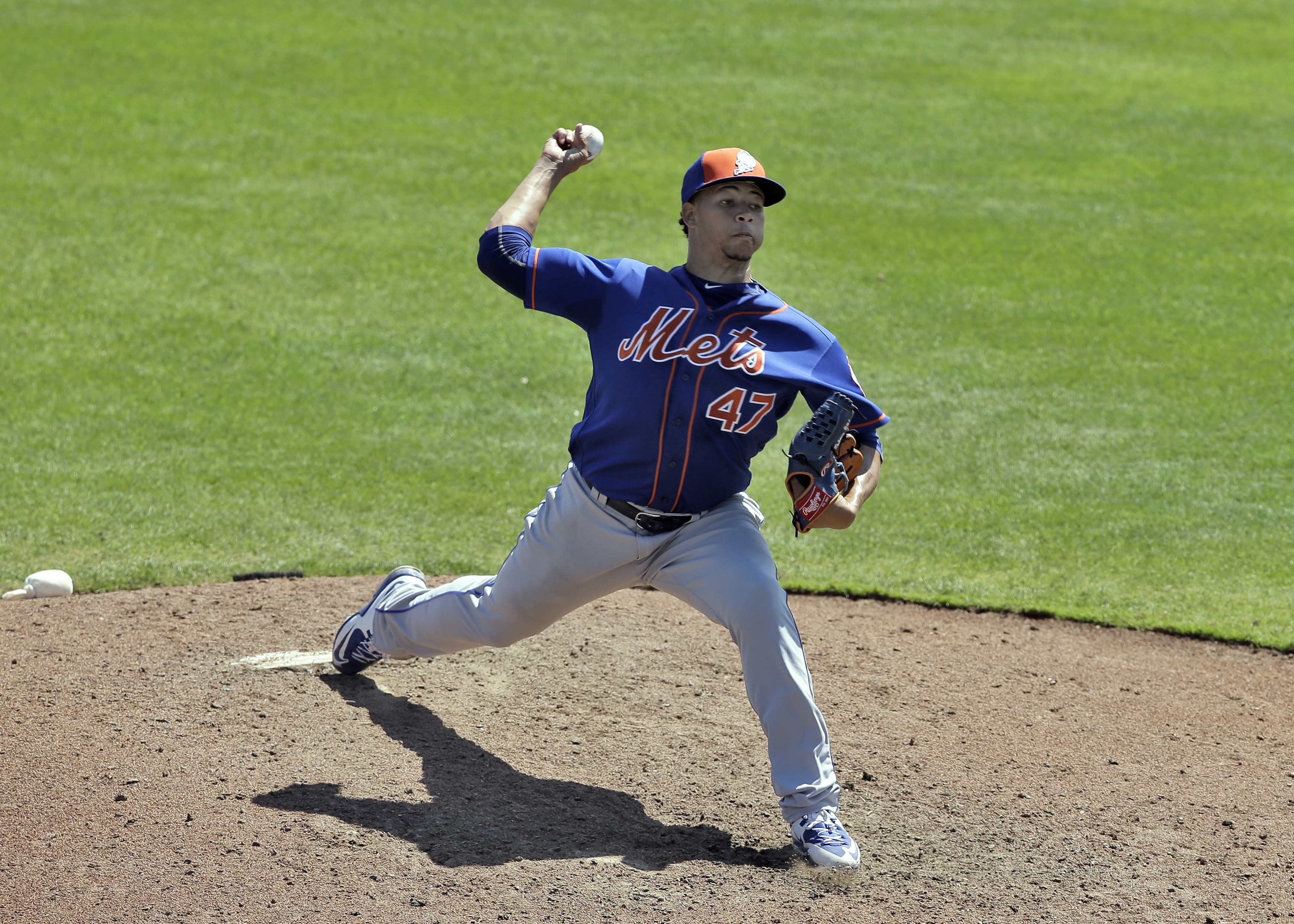 New York Mets relief pitcher Hansel Robles delivers to the Toronto Blue Jays during the seventh inning of a spring training baseball game Wednesday, March 23, 2016, in Dunedin, Fla. (AP Photo/Chris O'Meara)