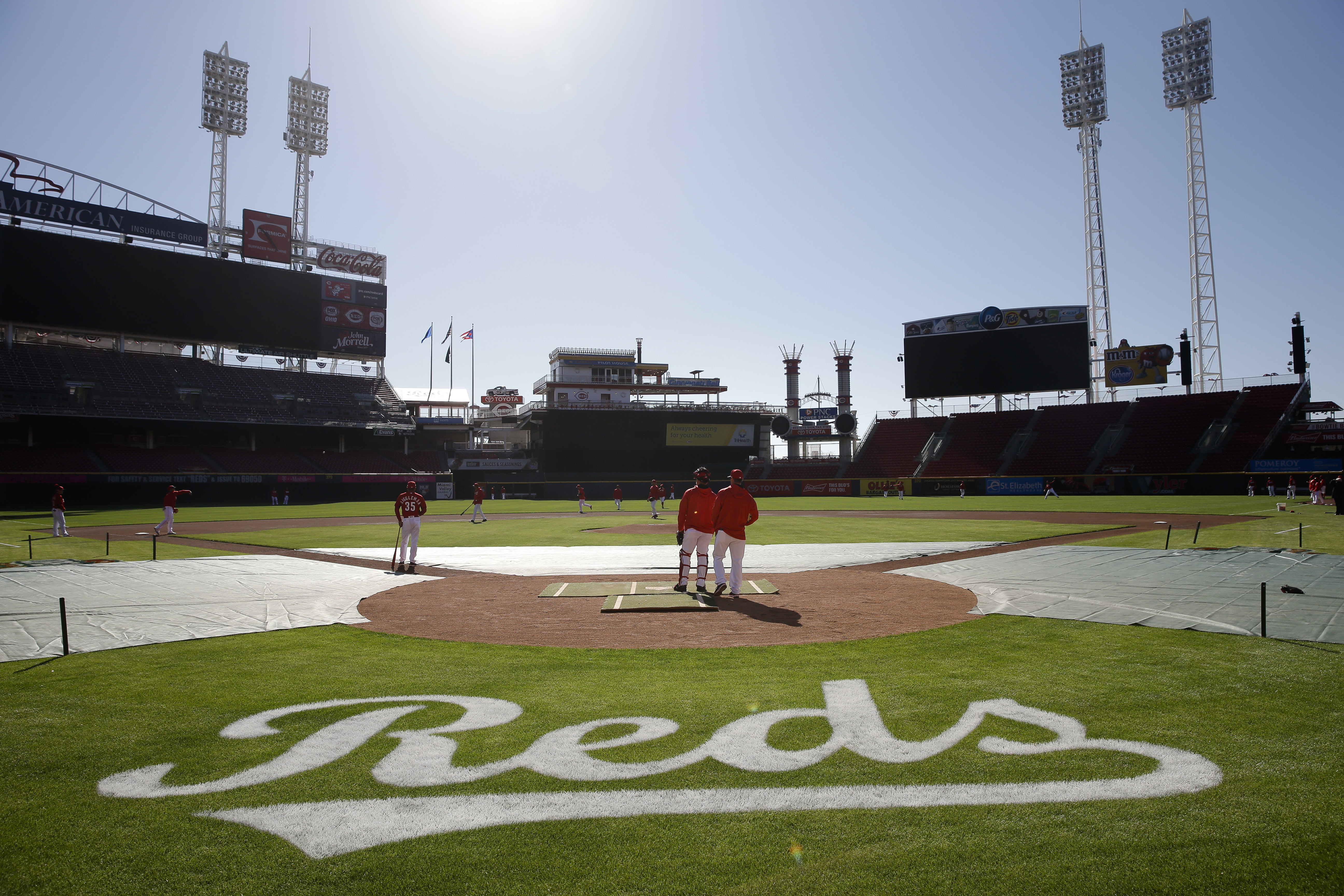 The Cincinnati Reds stand on the field during practice at Great American Ballpark, Sunday, April 3, 2016, in Cincinnati. (AP Photo/John Minchillo)