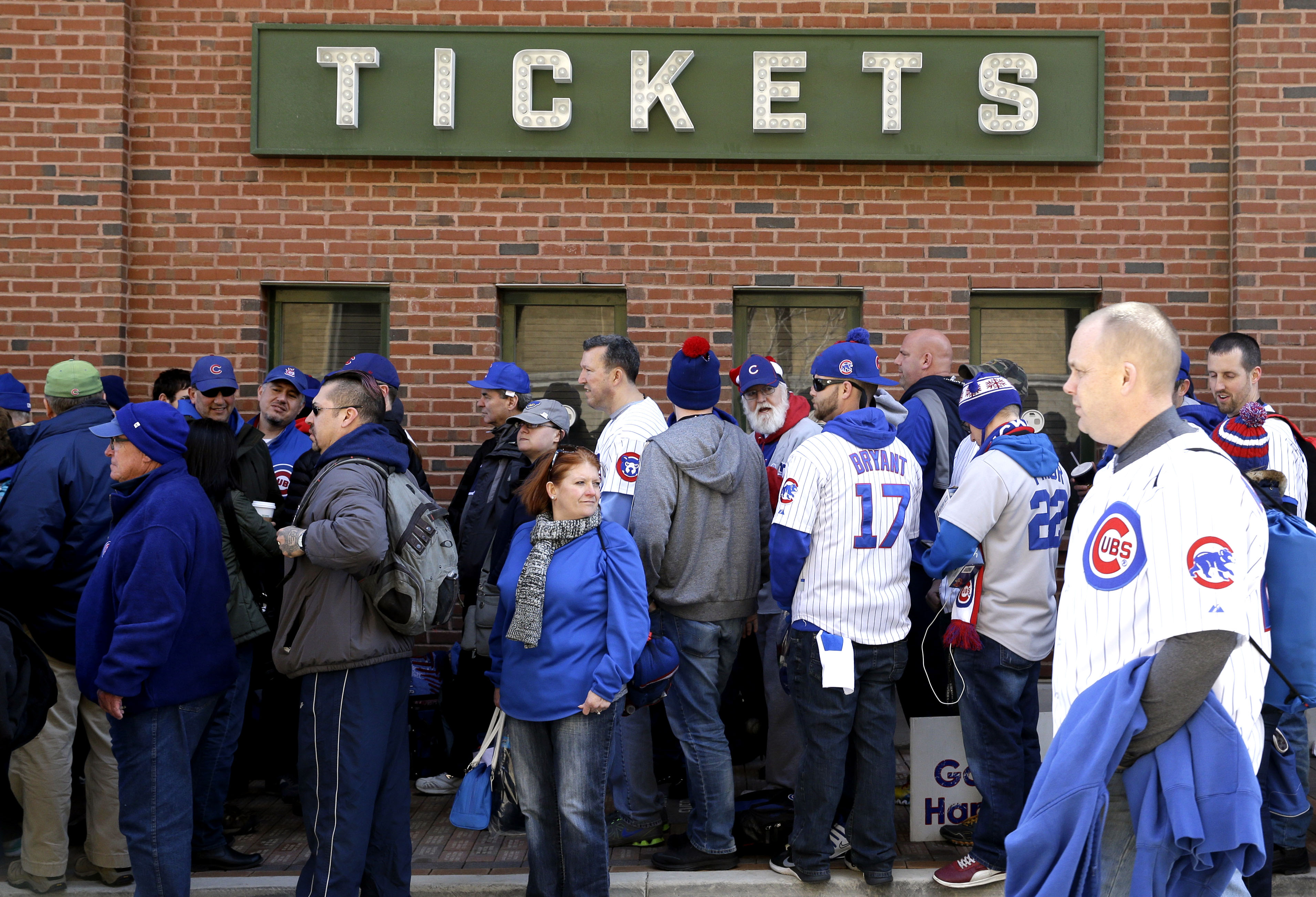 Fans line up outside the Wrigley Field before the start of an opening day baseball game between the Cincinnati Reds and the Chicago Cubs on Monday, April 11, 2016, in Chicago. (AP Photo/Nam Y. Huh)