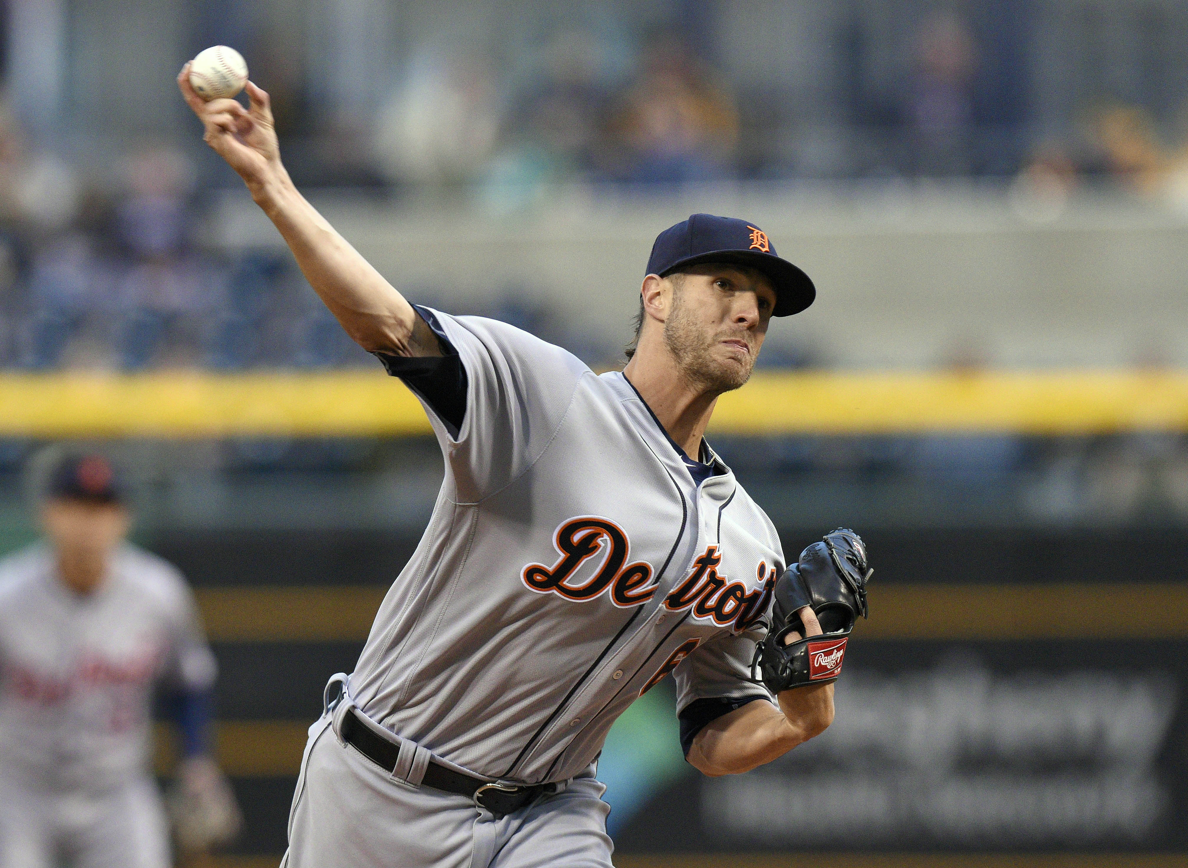 Detroit Tigers starting pitcher Shane Greene (61) delivers against the Pittsburgh Pirates during the first inning of a baseball game on Wednesday, April 13, 2016, in Pittsburgh. (AP Photo/Don Wright)