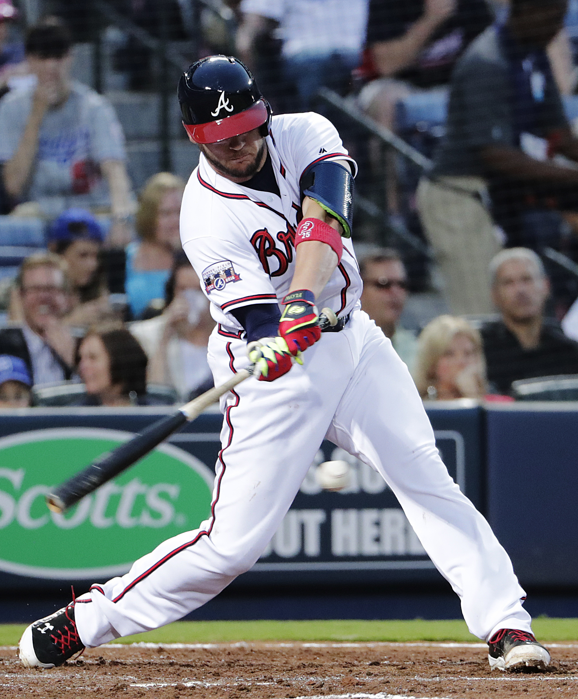 Atlanta Braves' Tyler Flowers hits a single to score Adonis Garcia during the third inning of a baseball game against the Los Angeles Dodgers Tuesday, April 19, 2016, in Atlanta. (AP Photo/David Goldman)