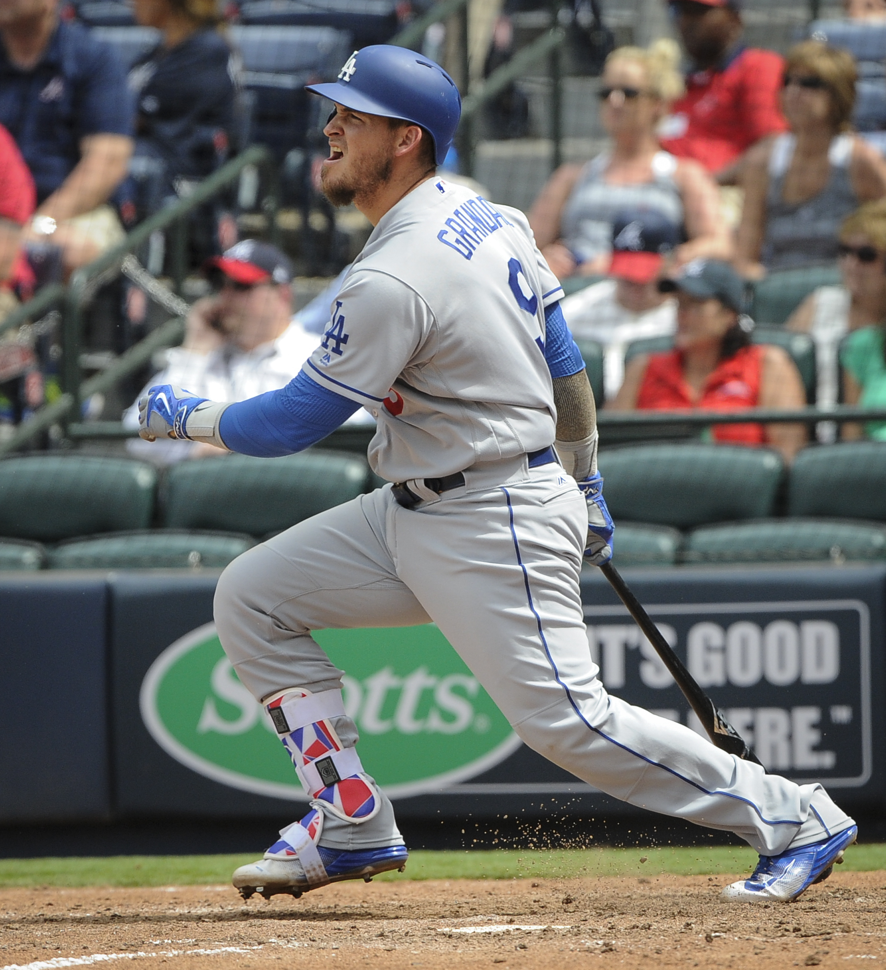 Los Angeles Dodgers' Yasmani Grandal hits in Enrique Hernandez on a line drive double to centerfield during the 10th inning of a baseball game for the winning run against the Atlanta Braves, Thursday, April 21, 2016, in Atlanta. (AP Photo/John Amis)