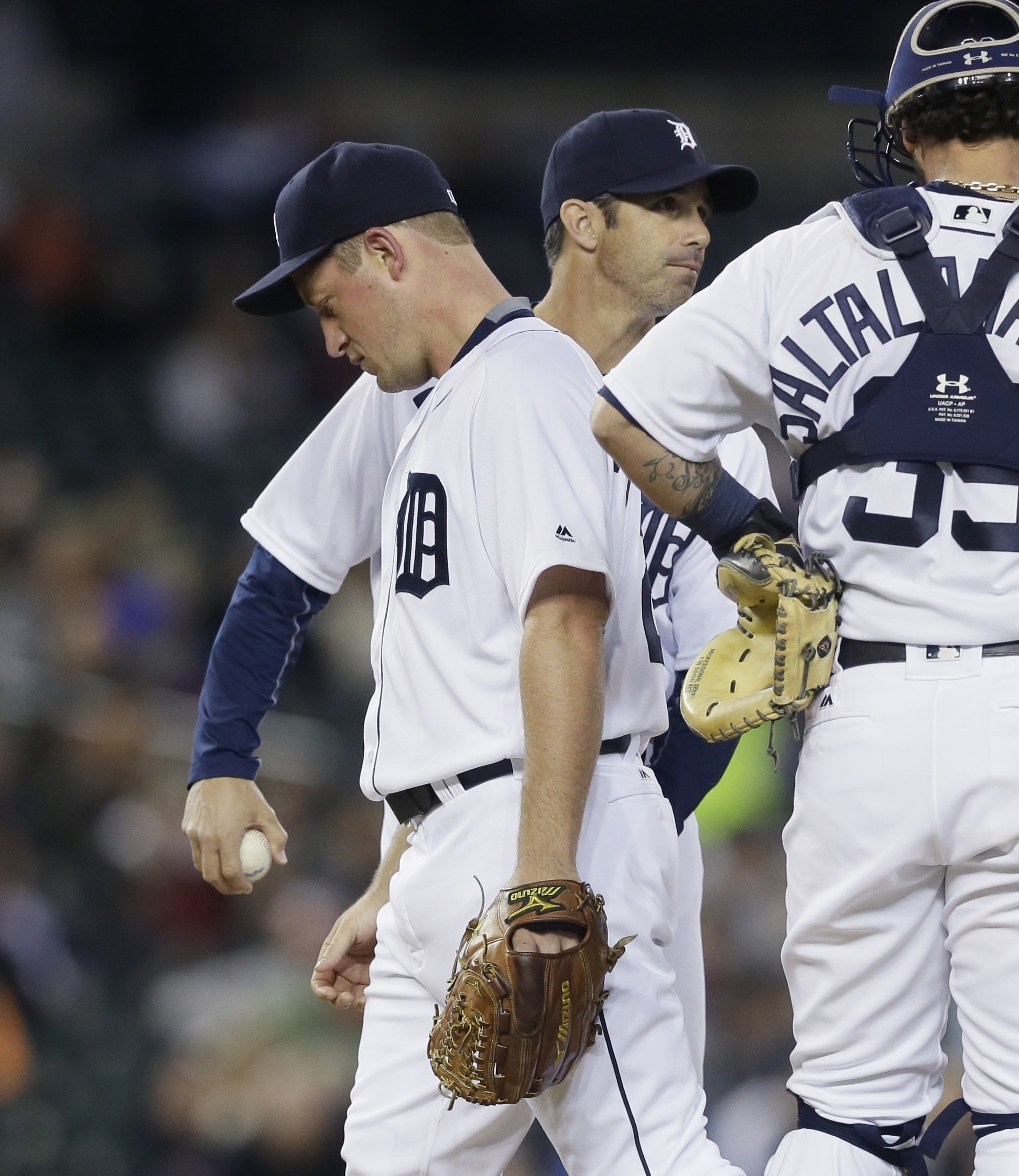 Detroit Tigers starting pitcher Jordan Zimmermann gives the ball to manager Brad Ausmus after being relieved during the seventh inning of a baseball game against the Oakland Athletics, Monday, April 25, 2016 in Detroit. Zimmermann (4-0) gave up a run in t