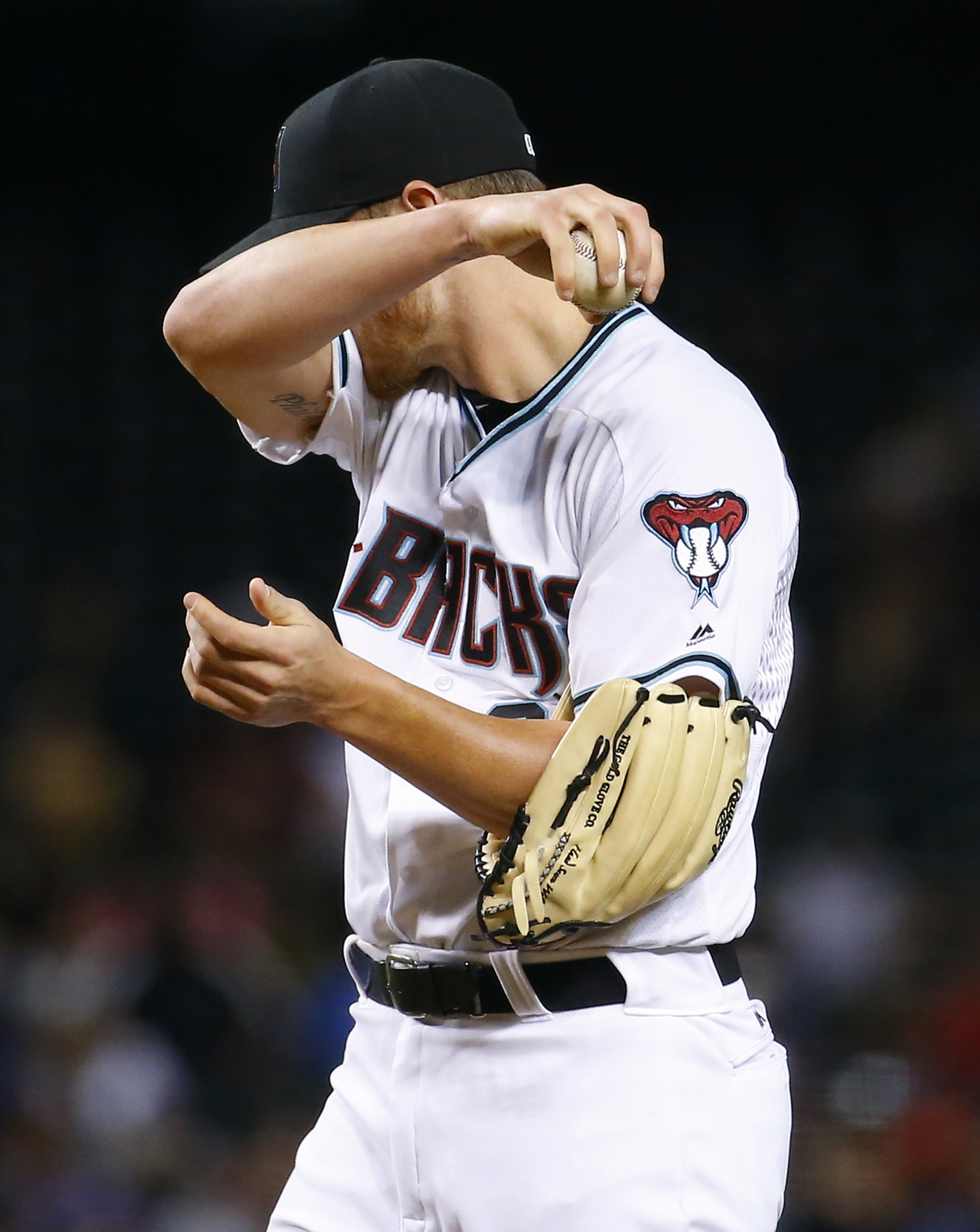 Arizona Diamondbacks starting pitcher Shelby Miller wipes his face after giving up a three run home run against the St. Louis Cardinals during the fifth inning of a baseball game, Tuesday, April 26, 2016, in Phoenix. (AP Photo/Matt York)