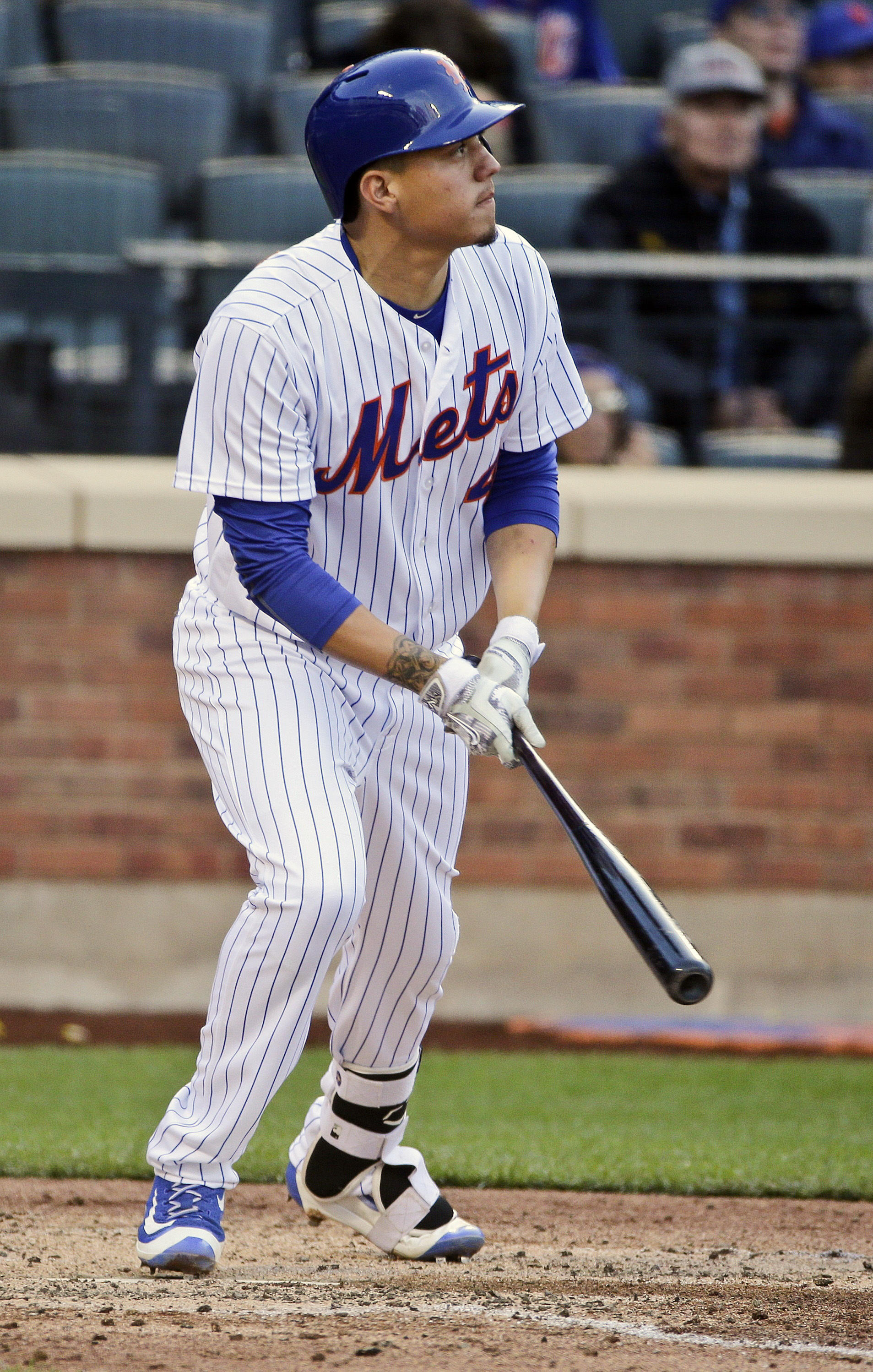 New York Mets' Wilmer Flores hits a home run during the sixth inning of a baseball game against the San Francisco Giants Saturday, April 30, 2016, in New York. (AP Photo/Frank Franklin II)