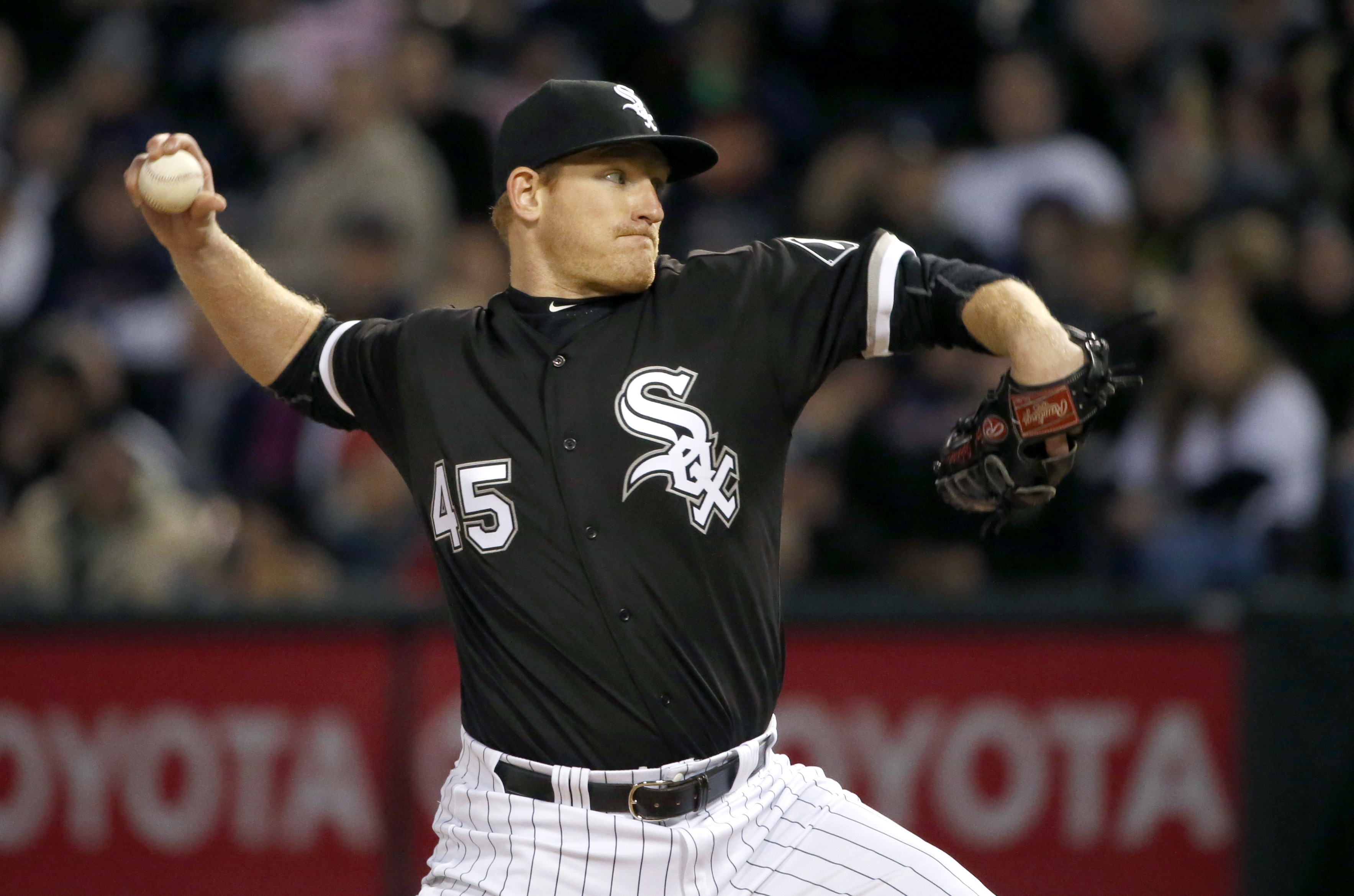 Chicago White Sox starting pitcher Erik Johnson delivers during the third inning of a baseball game against the Boston Red Sox Thursday, May 5, 2016, in Chicago. (AP Photo/Charles Rex Arbogast)