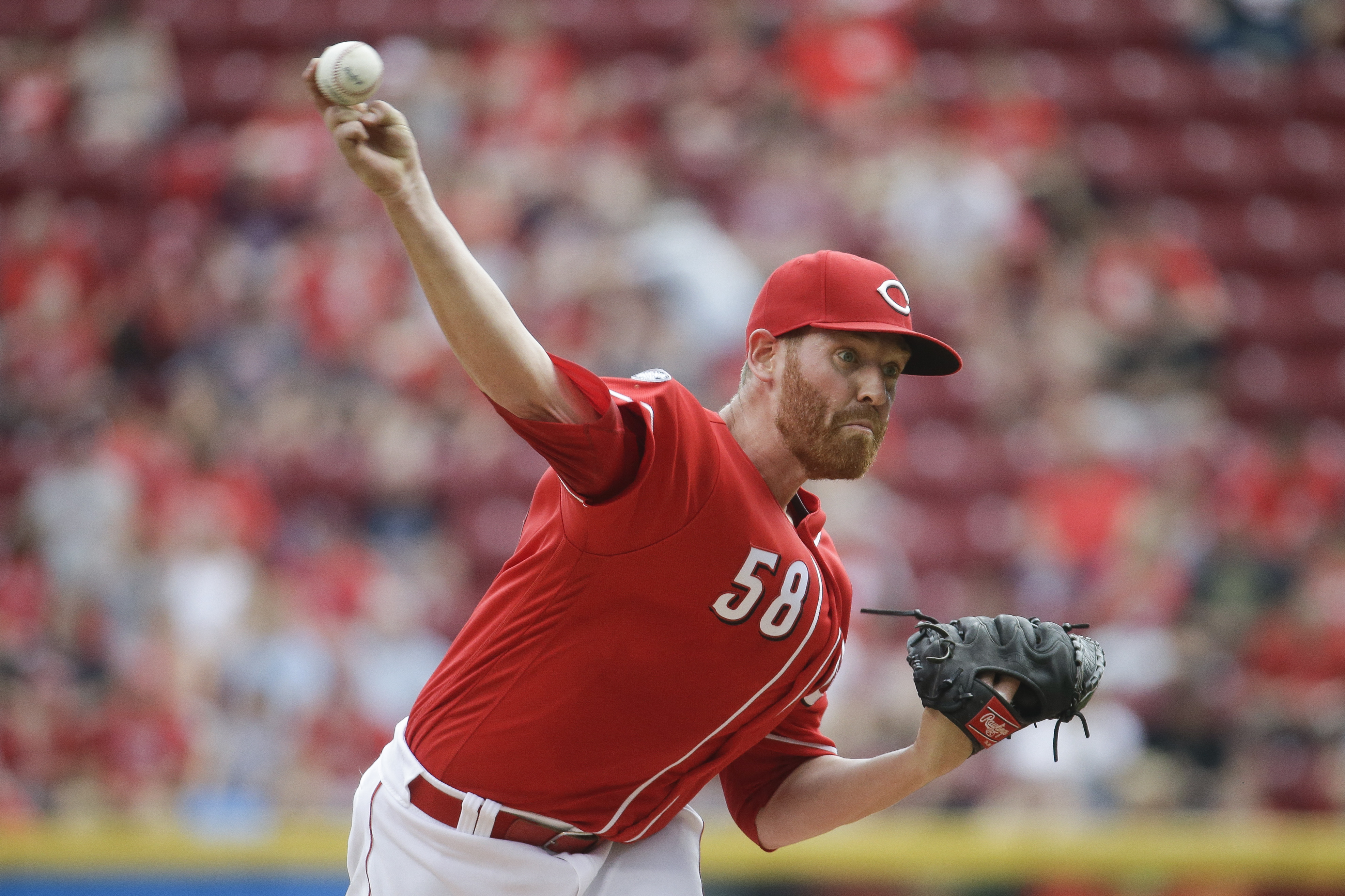 Cincinnati Reds starting pitcher Dan Straily throws in the second inning of a baseball game against the Washington Nationals, Saturday, June 4, 2016, in Cincinnati. (AP Photo/John Minchillo)