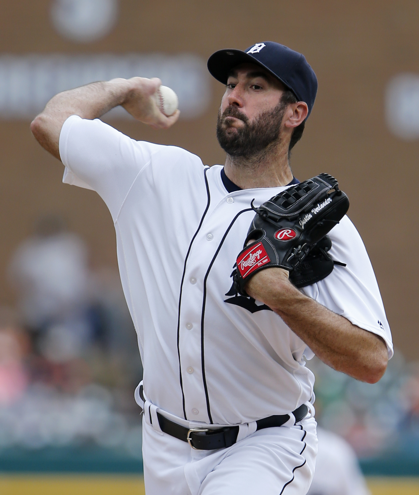 Detroit Tigers' Justin Verlander pitches against the Chicago White Sox during the first inning of a baseball game Sunday, June 5, 2016, in Detroit. (AP Photo/Duane Burleson)