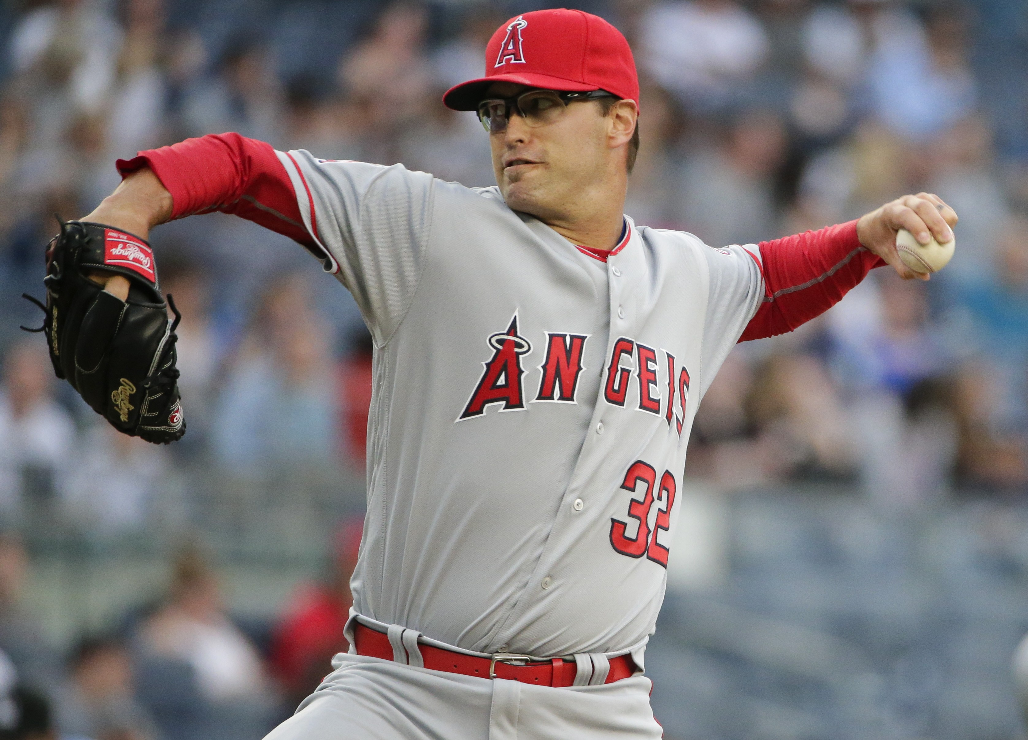 Los Angeles Angels' David Huff delivers a pitch during the first inning of a baseball game against the New York Yankees on Tuesday, June 7, 2016, in New York. (AP Photo/Frank Franklin II)