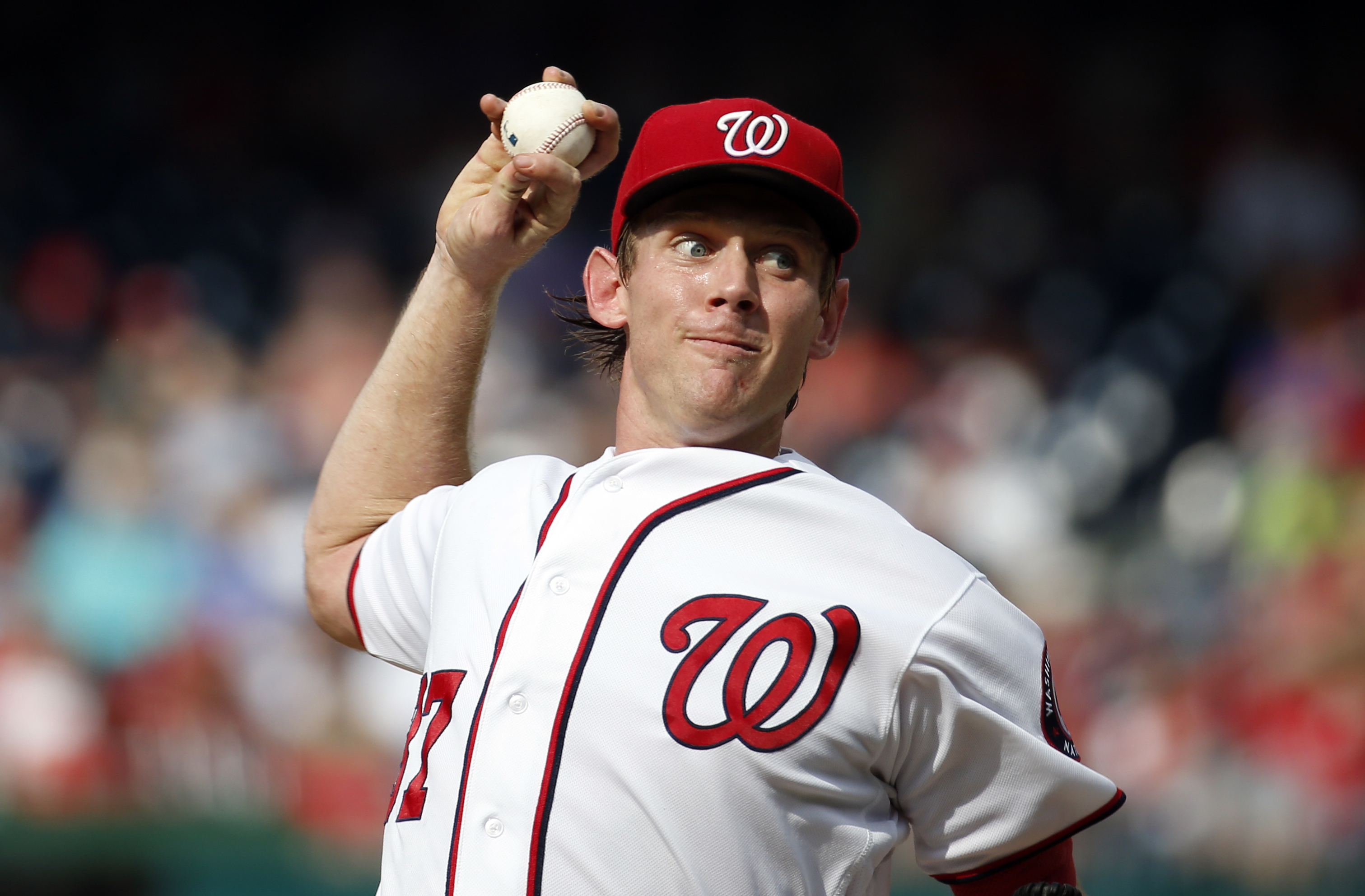 Washington Nationals starting pitcher Stephen Strasburg throws during the fourth inning of a baseball game against the Chicago Cubs at Nationals Park, Wednesday, June 15, 2016, in Washington. (AP Photo/Alex Brandon)