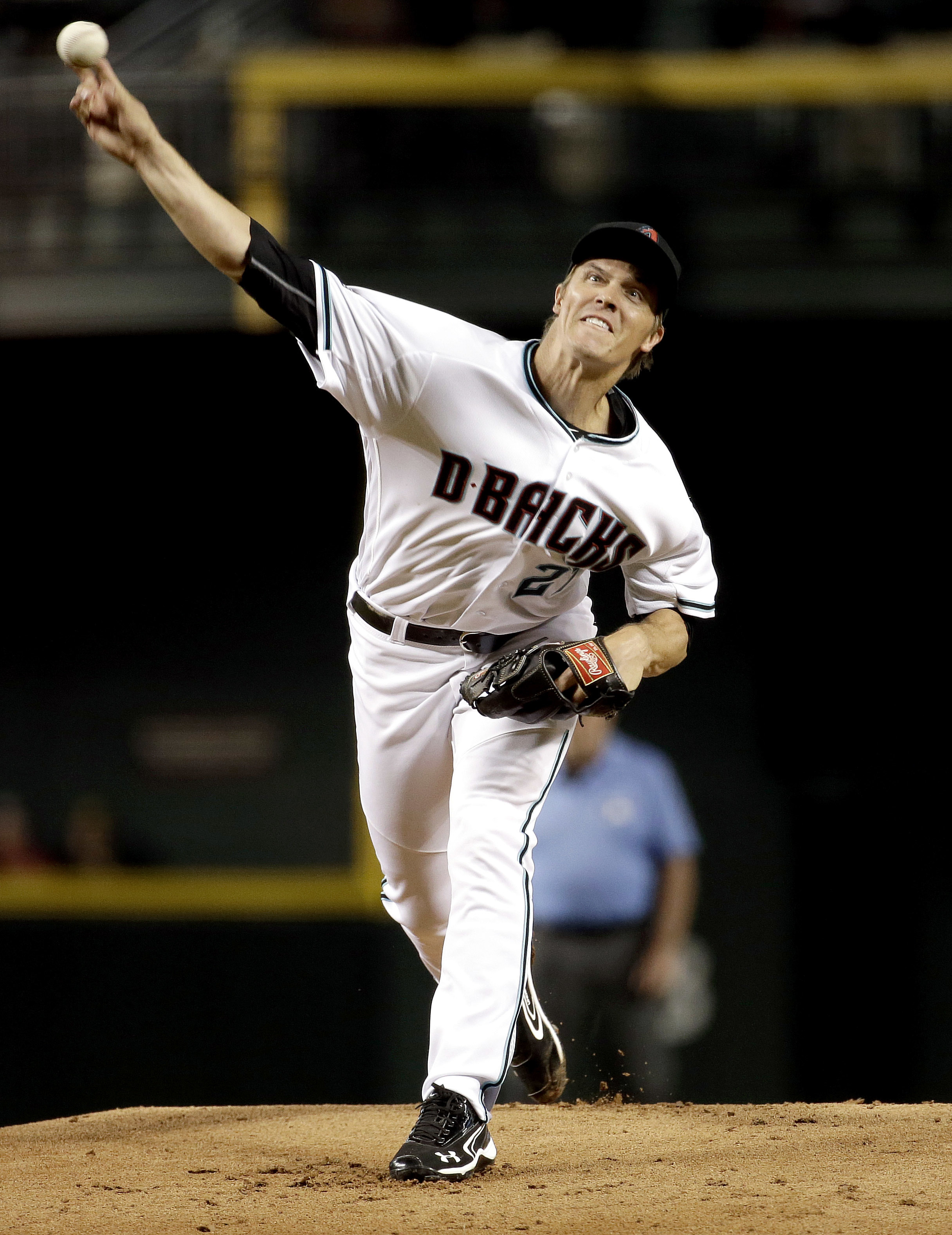 Arizona Diamondbacks pitcher Zack Greinke throws against the Philadelphia Phillies during the first inning of a baseball game, Tuesday, June 28, 2016, in Phoenix. (AP Photo/Matt York)