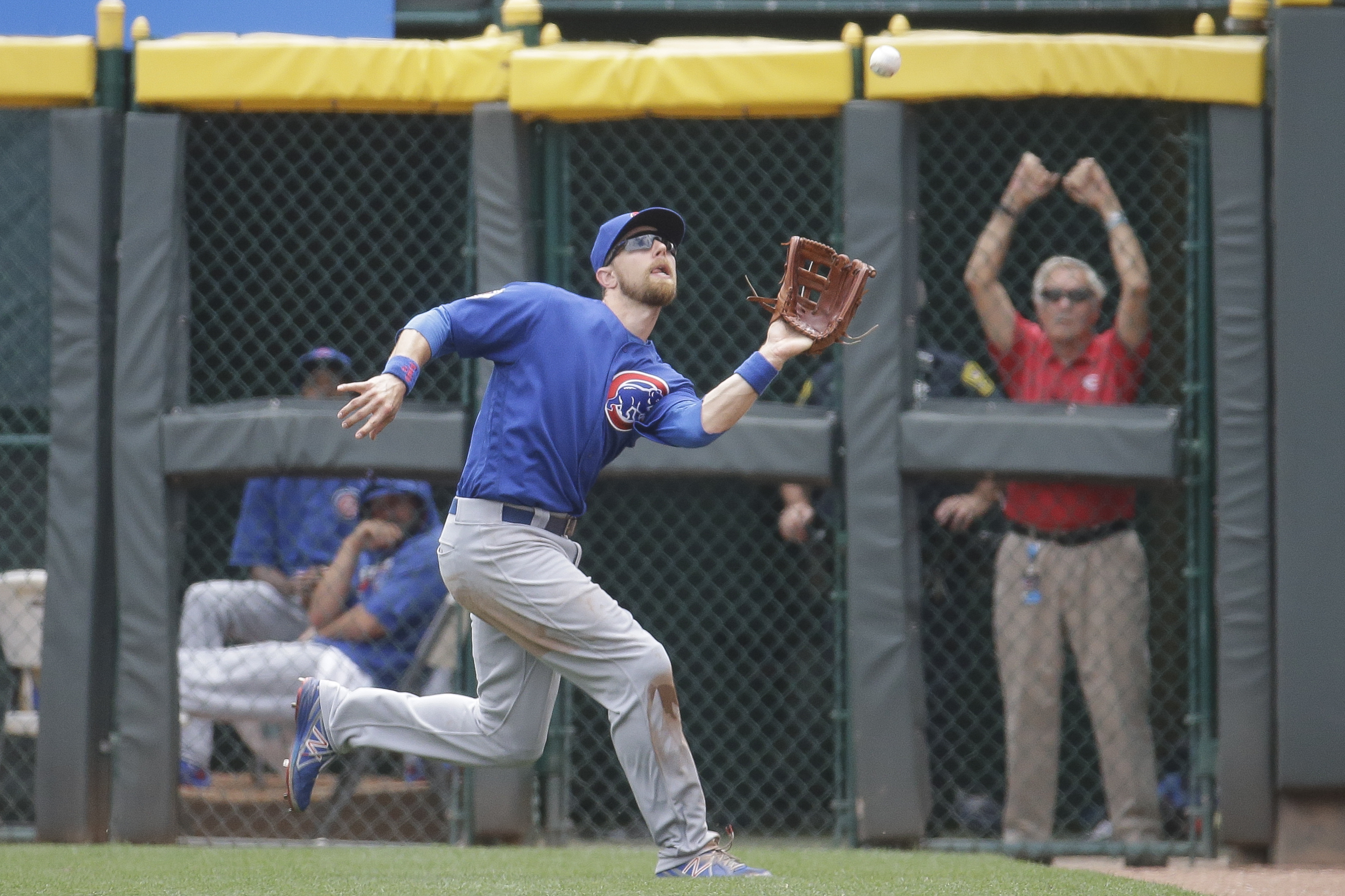 Chicago Cubs second baseman Ben Zobrist makes the catch for the out on Cincinnati Reds' Tyler Holt to close the fourth inning of a baseball game, Wednesday, June 29, 2016, in Cincinnati. (AP Photo/John Minchillo)